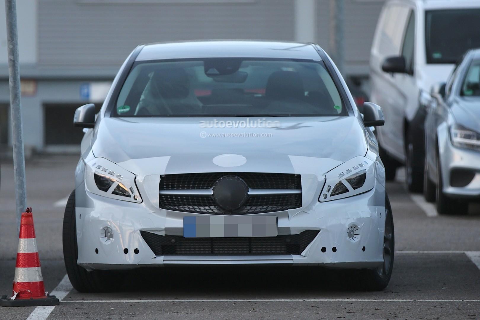 2016 - [Mercedes] Classe A restylée - Page 5 Spyshots-2015-mercedes-a-class-facelift-getting-headlight-tweaks_8