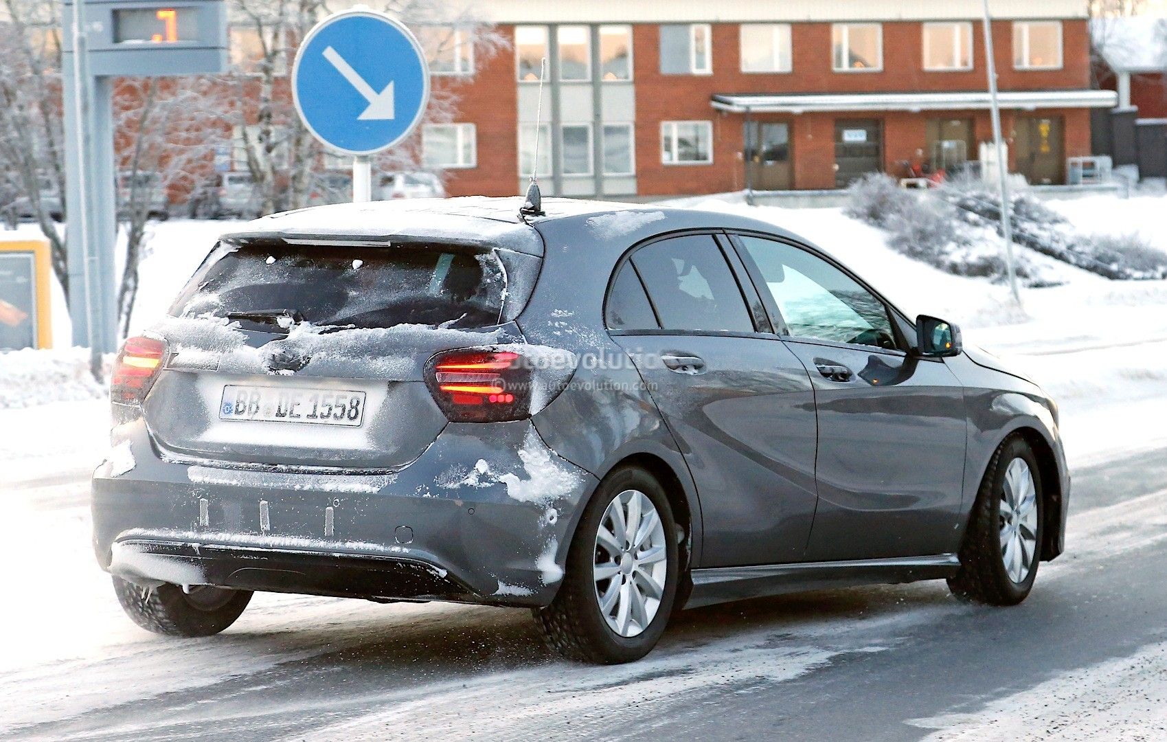 spyshots 2015 mercedes benz a class facelift autoevolution. Black Bedroom Furniture Sets. Home Design Ideas