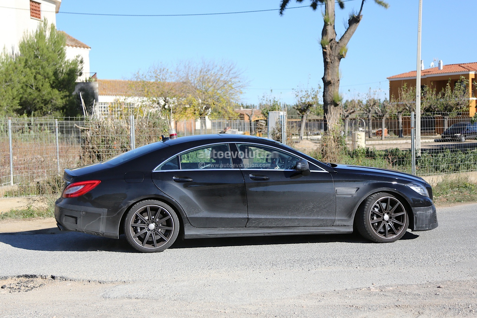 spyshots 2015 mercedes cls63 amg facelift autoevolution. Black Bedroom Furniture Sets. Home Design Ideas