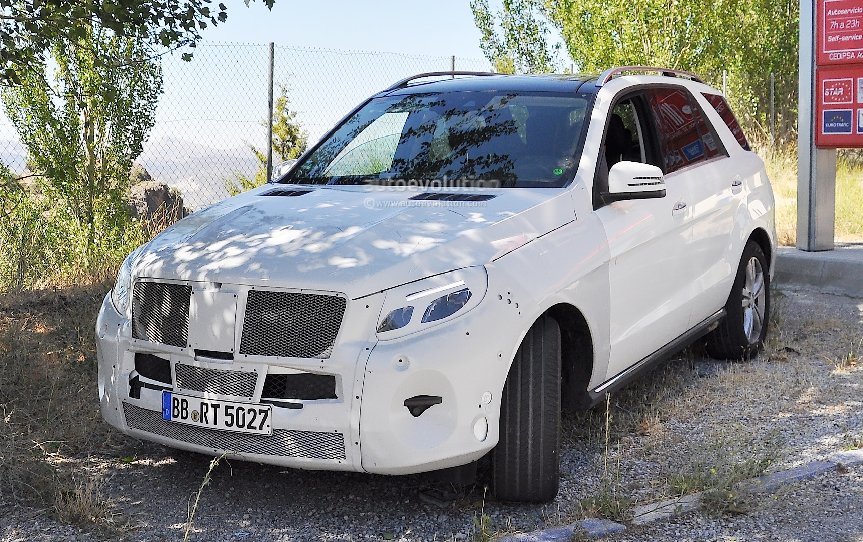 spyshots 2015 mercedes ml facelift the most revealing photos yet autoevolution. Black Bedroom Furniture Sets. Home Design Ideas