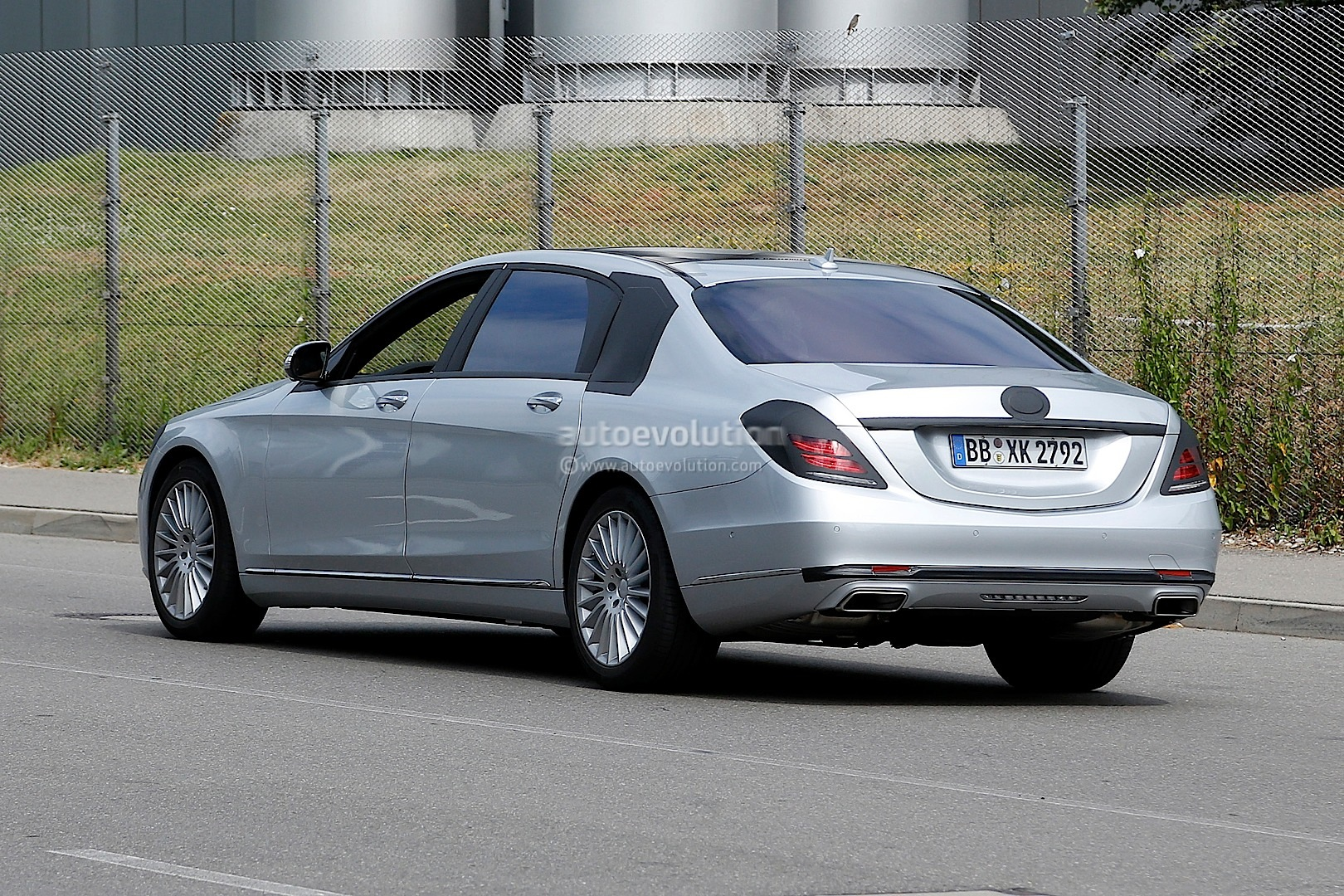Spyshots 2015 mercedes s600 pullman with minimal camo for Mercedes benz pullman
