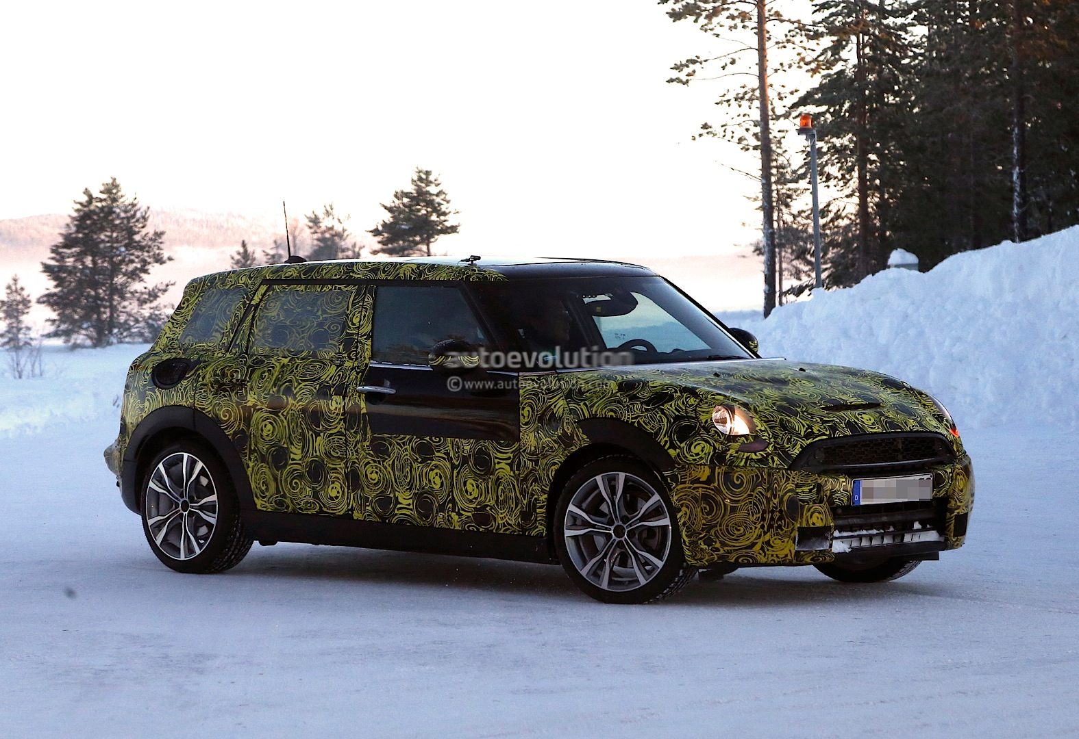 spyshots 2015 mini cooper s clubman goes big. Black Bedroom Furniture Sets. Home Design Ideas