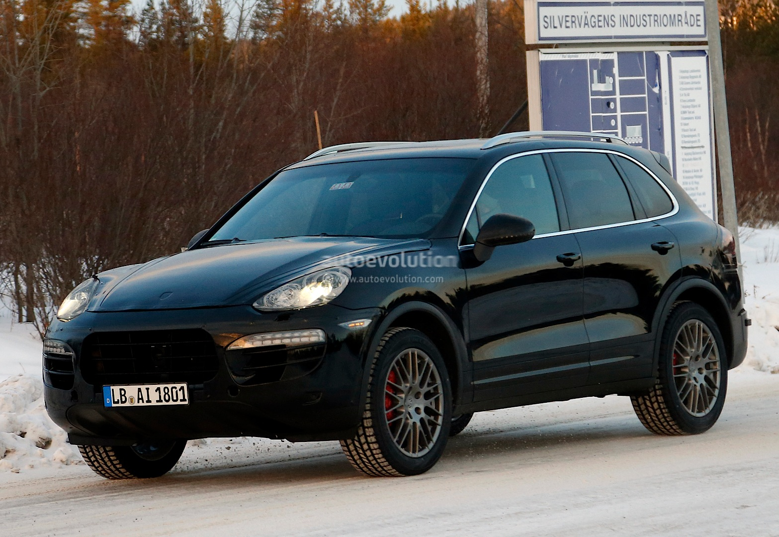 2015 cayenne s e hybrid commercial refueling is child 39 s. Black Bedroom Furniture Sets. Home Design Ideas