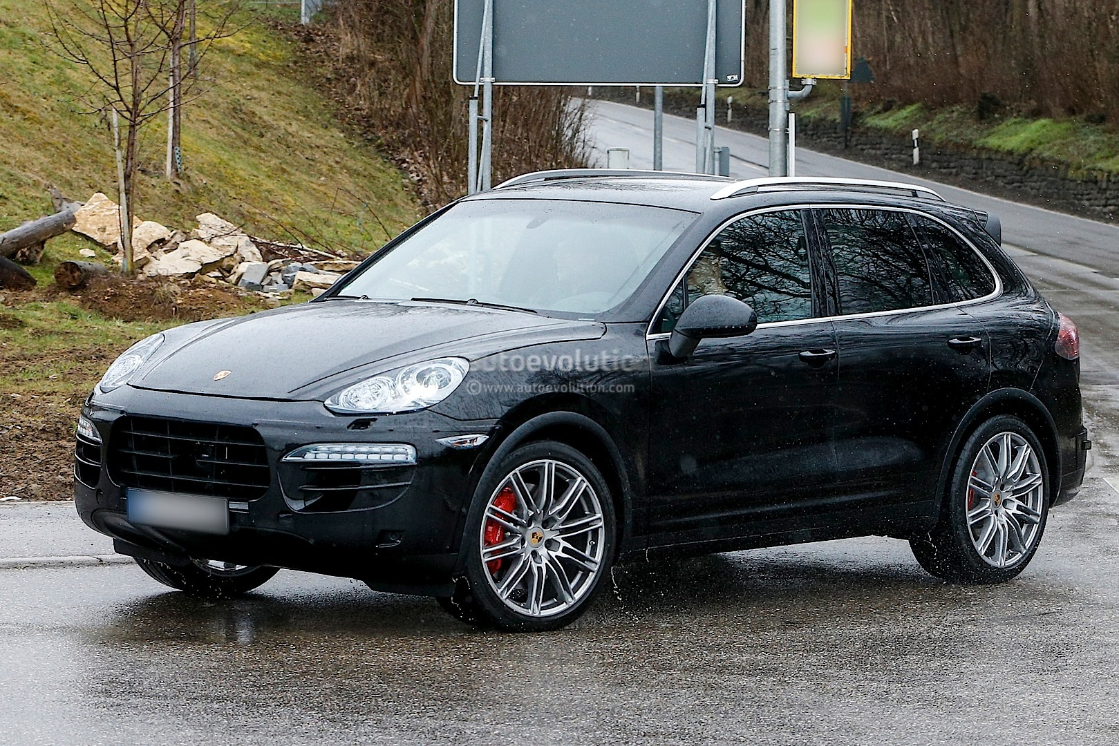 spyshots 2015 porsche cayenne facelift autoevolution. Black Bedroom Furniture Sets. Home Design Ideas