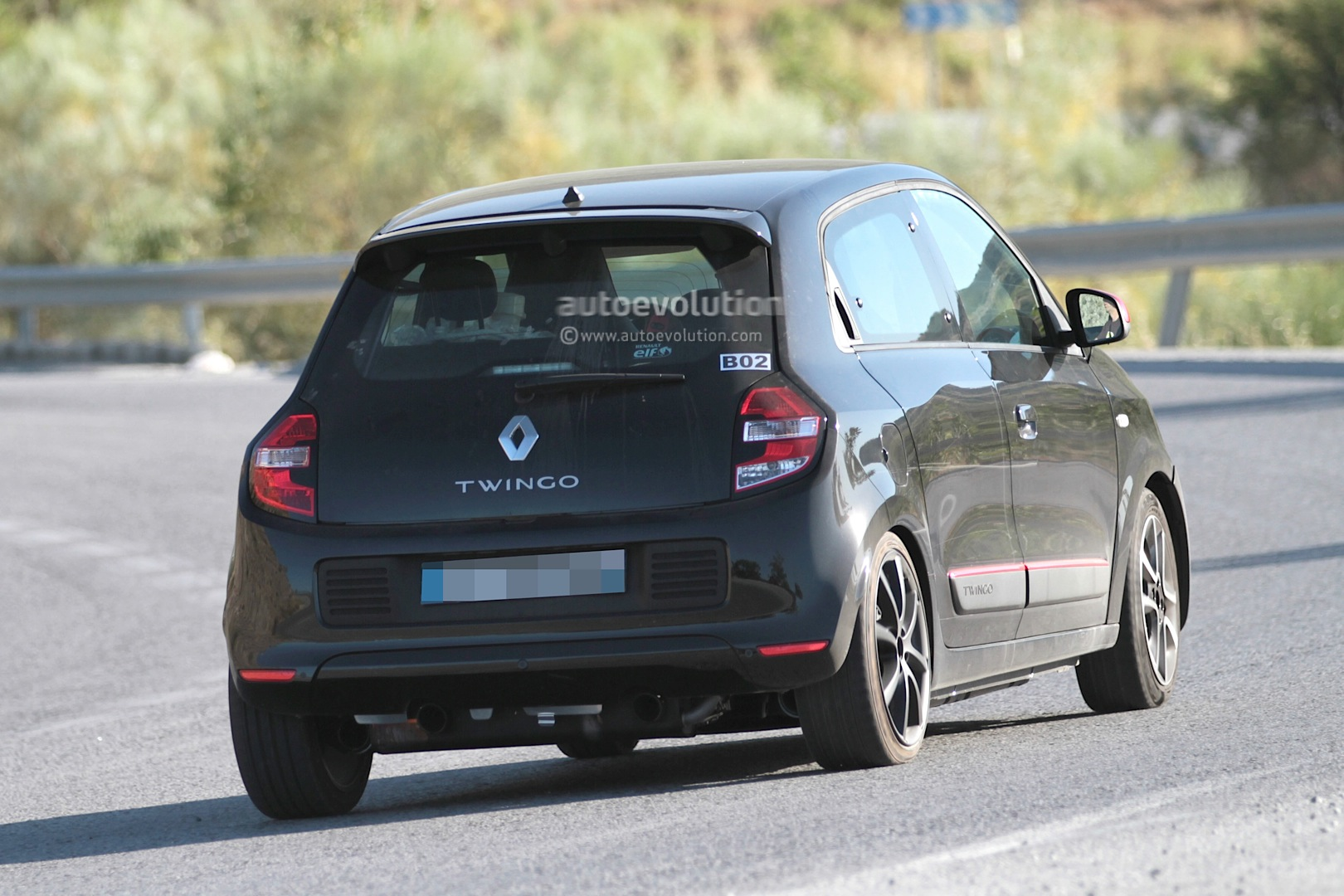 spyshots 2015 renault twingo rs first photos autoevolution. Black Bedroom Furniture Sets. Home Design Ideas