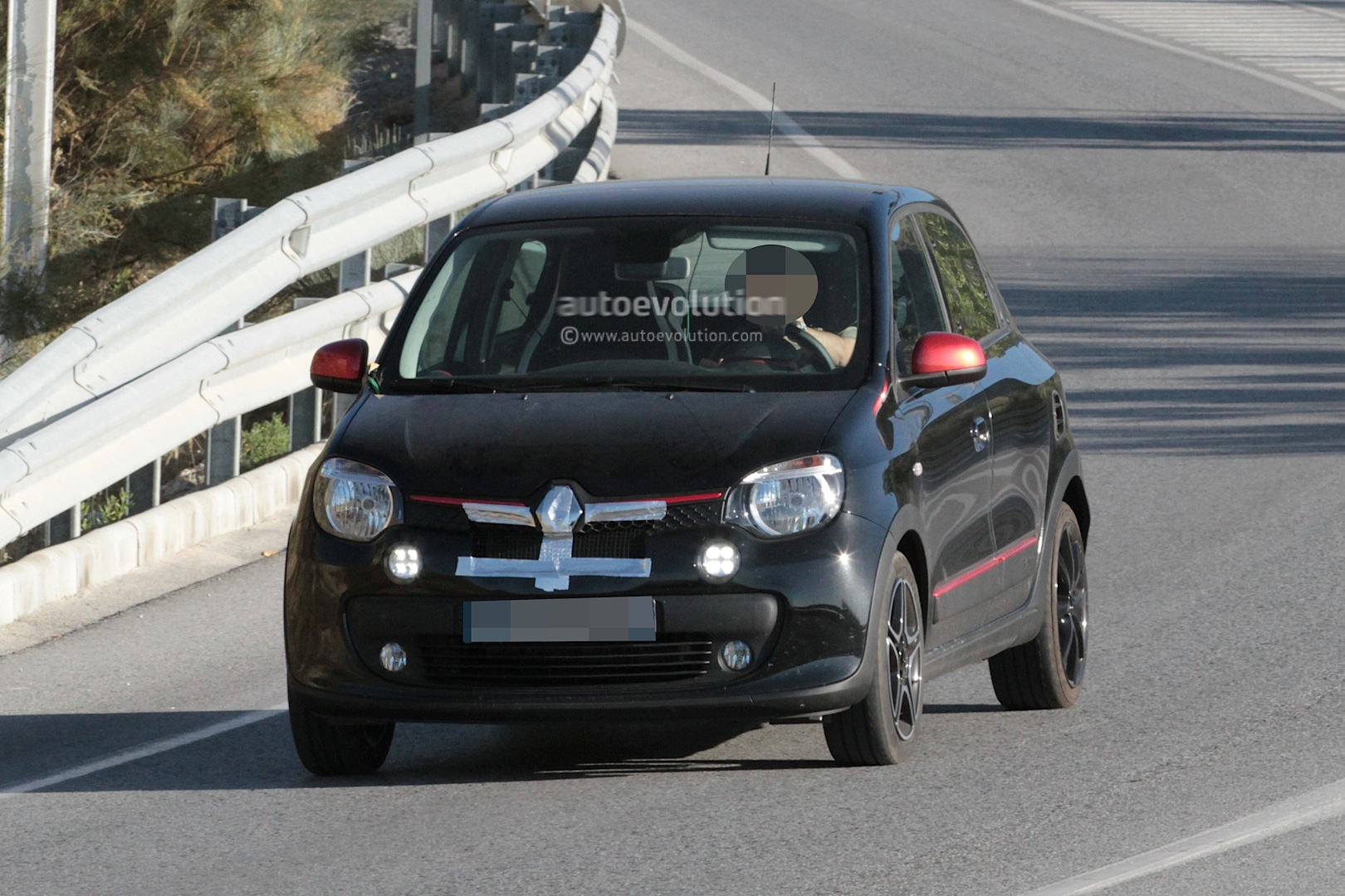 2015 Renault Twingo RS First Photos - photo gallery
