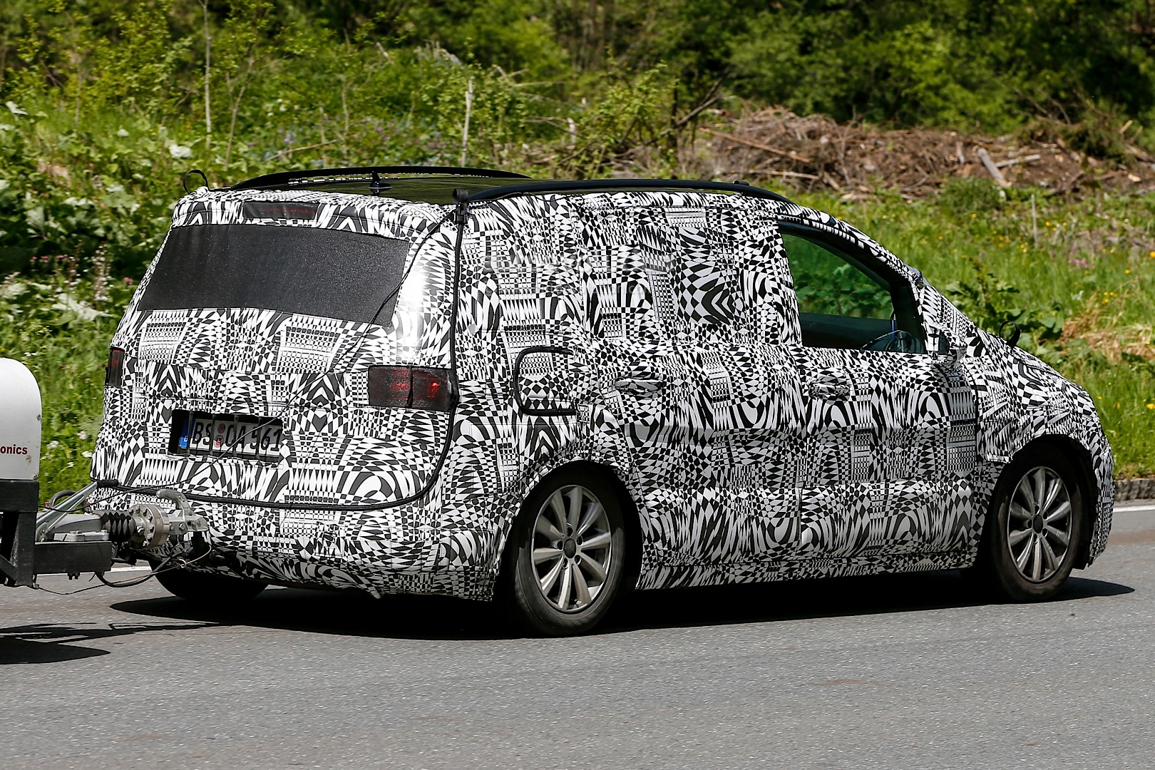 spyshots 2015 skoda roomster mpv will be touran sized autoevolution. Black Bedroom Furniture Sets. Home Design Ideas