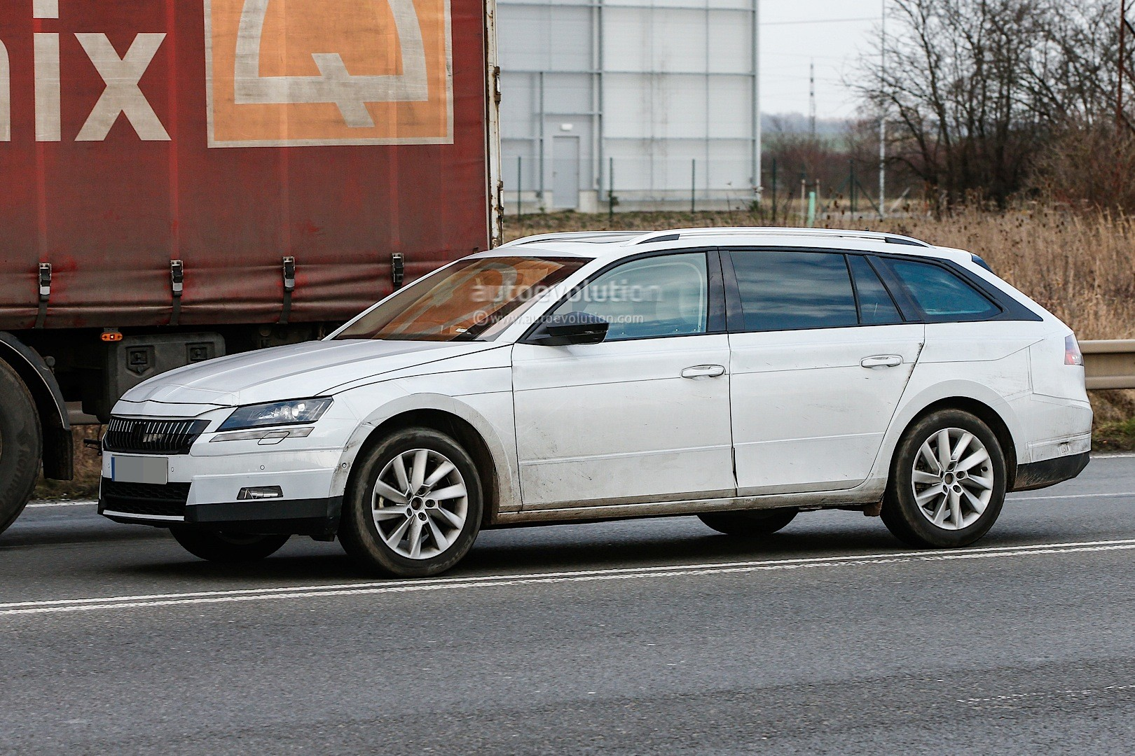 spyshots 2015 skoda superb combi estate first photos autoevolution. Black Bedroom Furniture Sets. Home Design Ideas