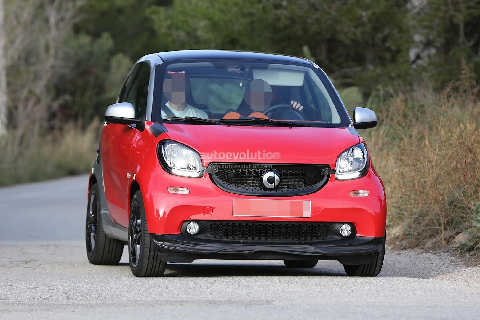 spyshots 2015 smart fortwo brabus looks hot autoevolution. Black Bedroom Furniture Sets. Home Design Ideas