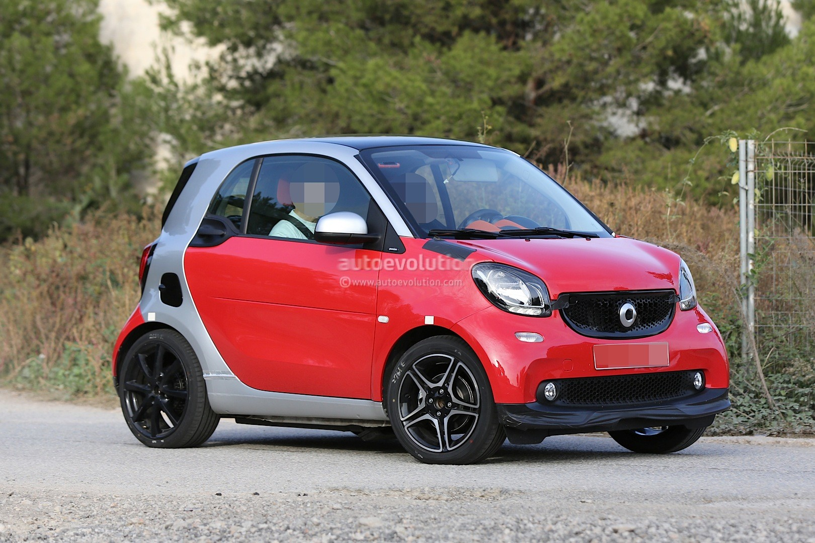 Spyshots 2015 smart fortwo brabus looks hot autoevolution for Mercedes benz smart fortwo