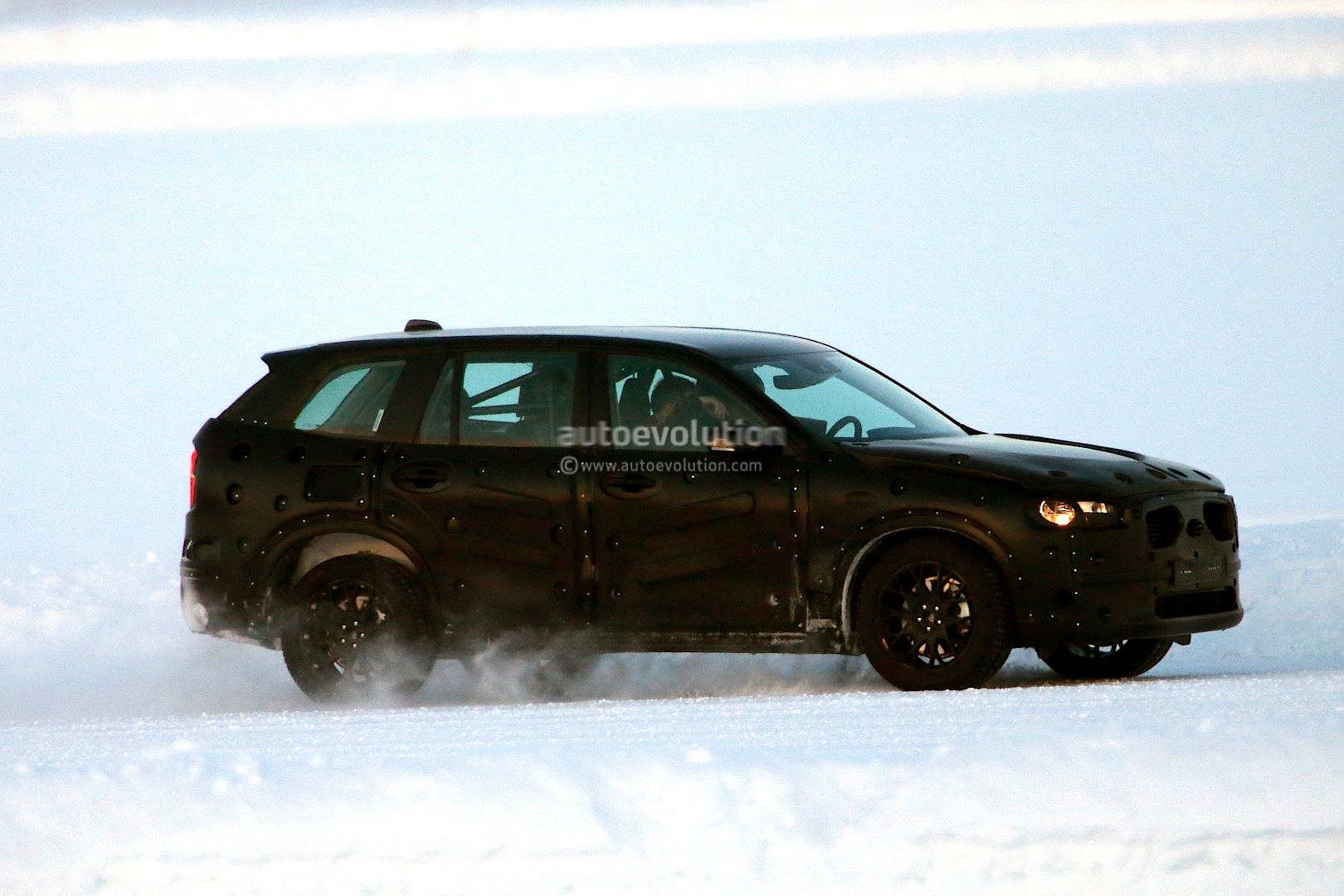spyshots 2015 volvo xc90 wears production body autoevolution. Black Bedroom Furniture Sets. Home Design Ideas