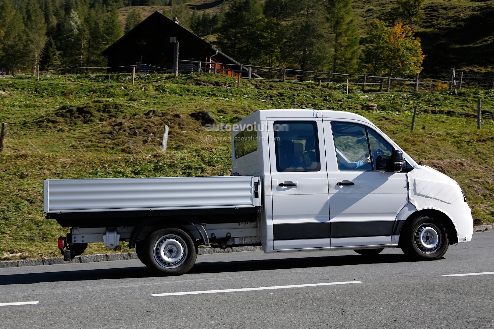 Spyshots: 2016 / 2017 Volkswagen Crafter Takes after the T6 ...