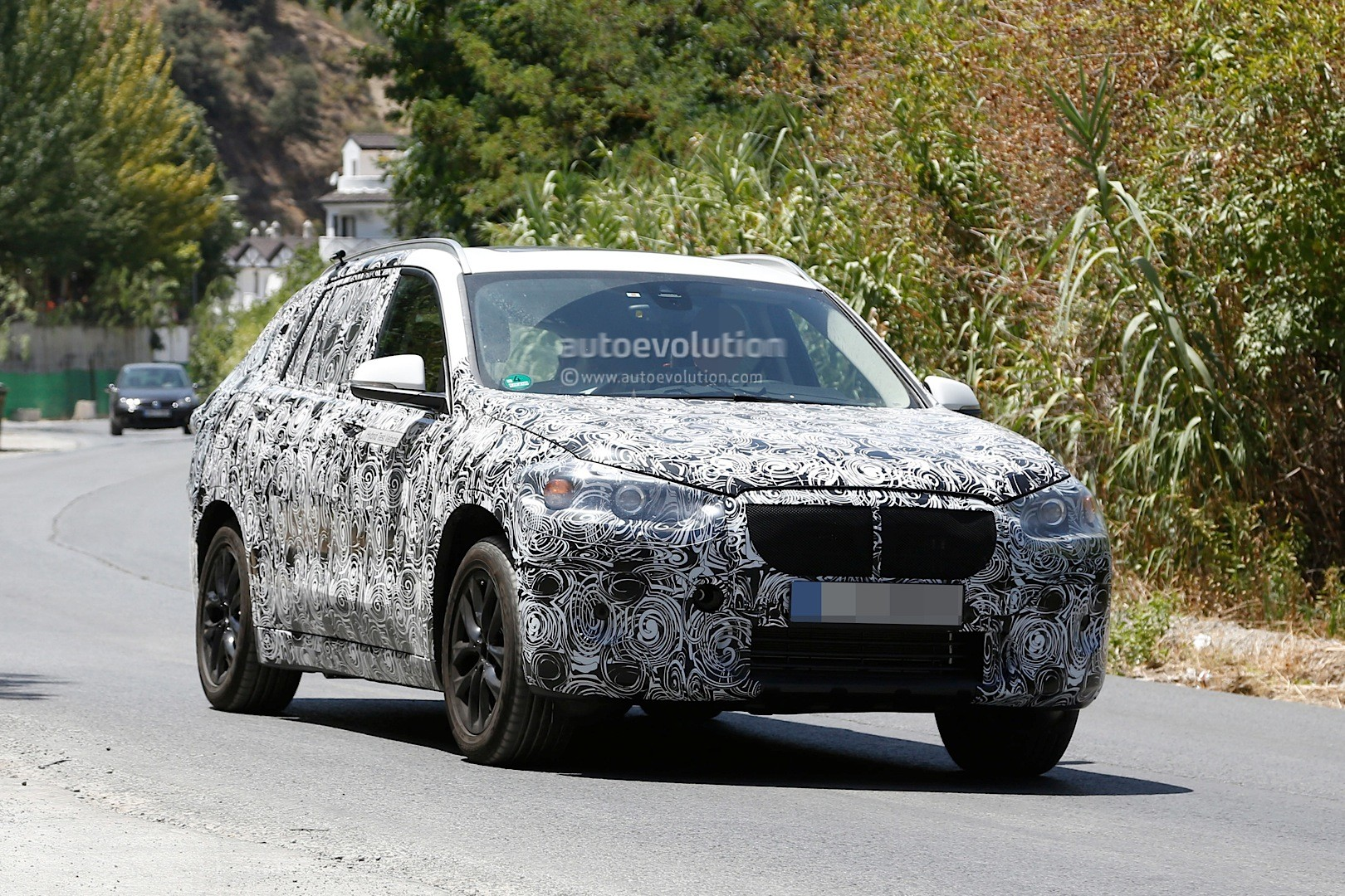 spyshots 2016 bmw f48 x1 7 seater spied with plug in. Black Bedroom Furniture Sets. Home Design Ideas