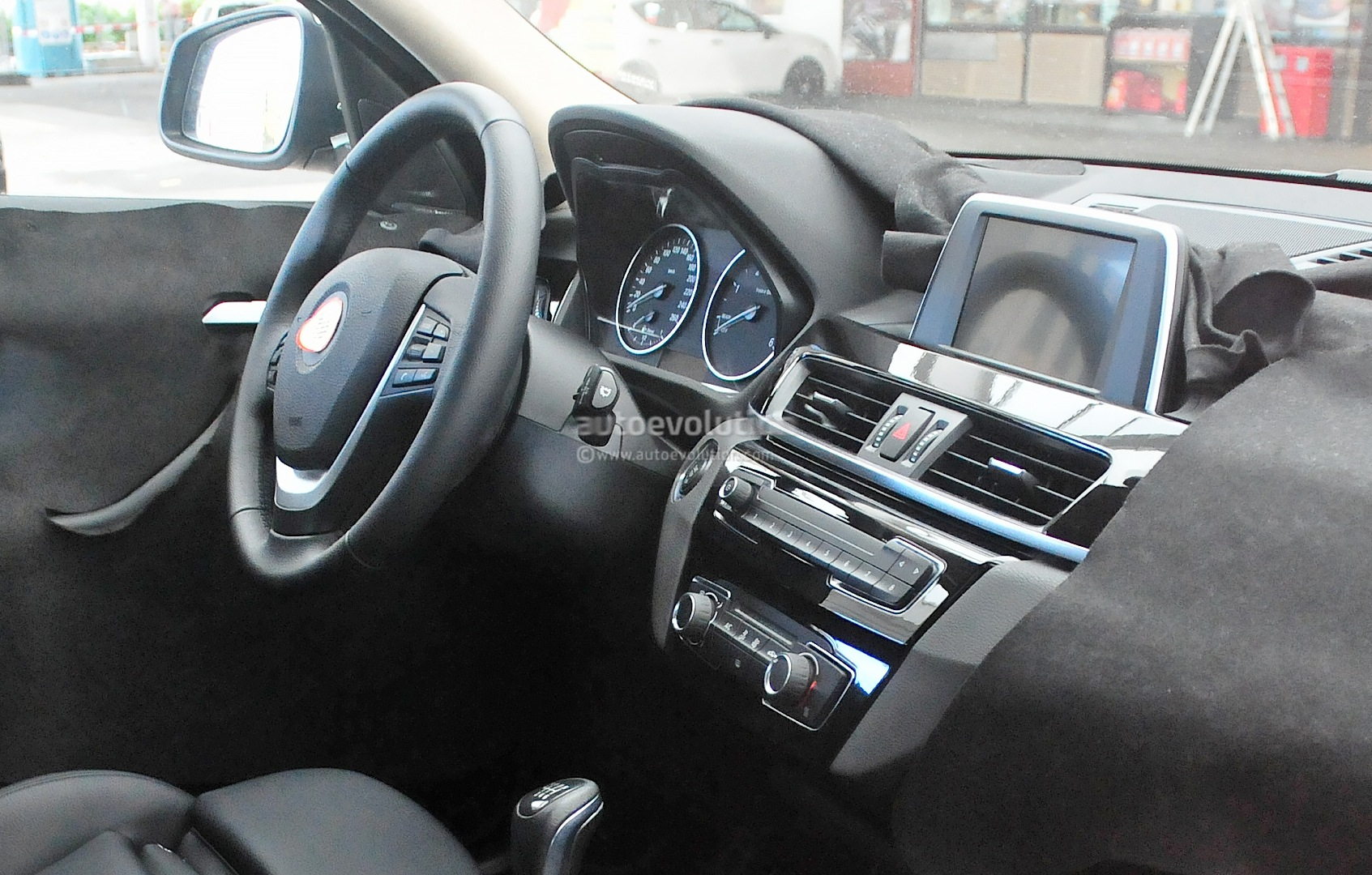 2016 bmw x1 interior revealed in spy photos autoevolution for Interieur x2
