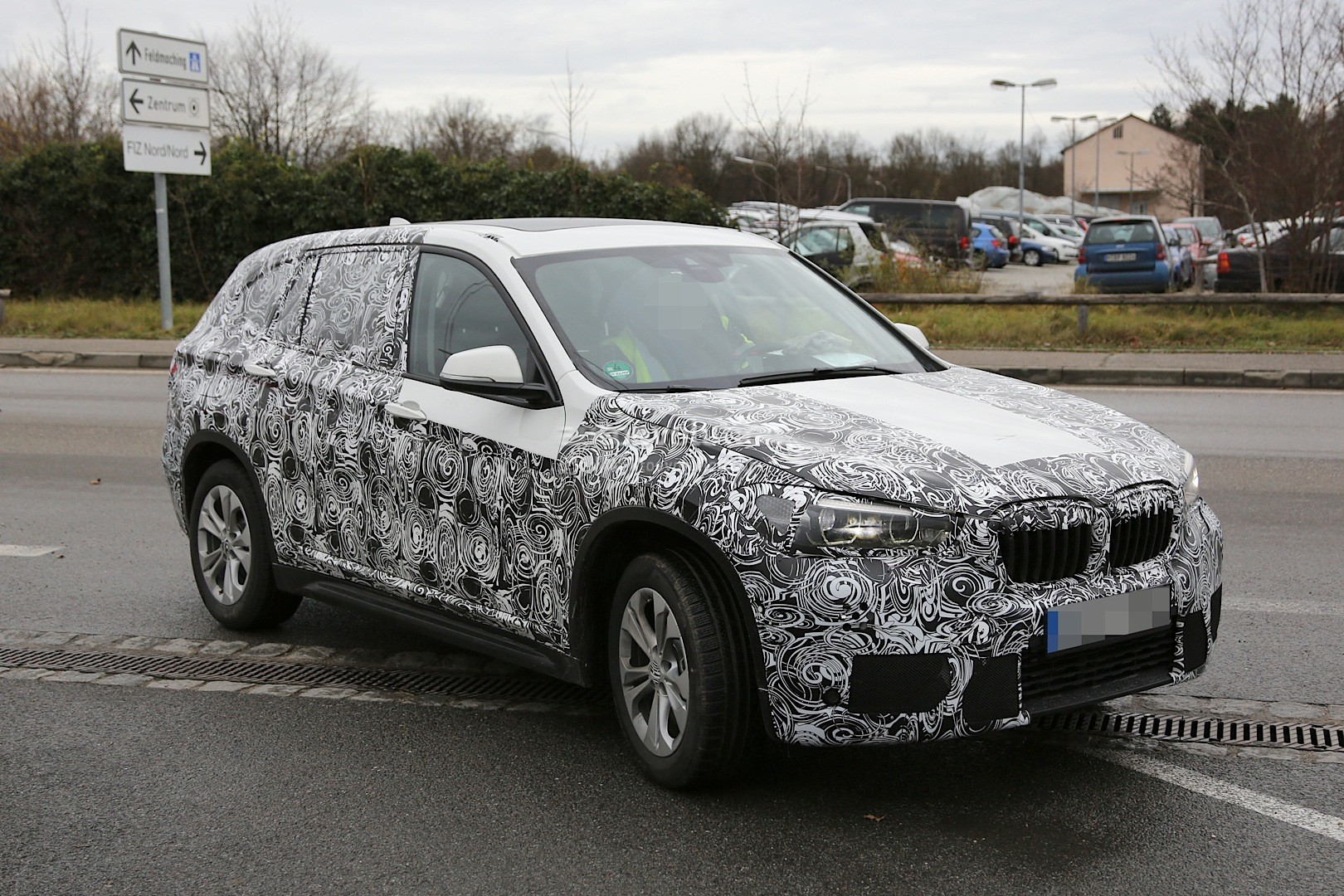 spyshots 2016 f48 bmw x1 reveals production details. Black Bedroom Furniture Sets. Home Design Ideas