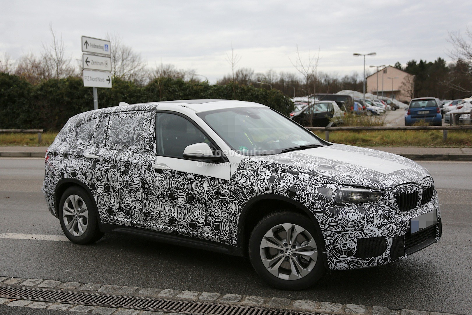 spyshots 2016 f48 bmw x1 reveals production details autoevolution. Black Bedroom Furniture Sets. Home Design Ideas