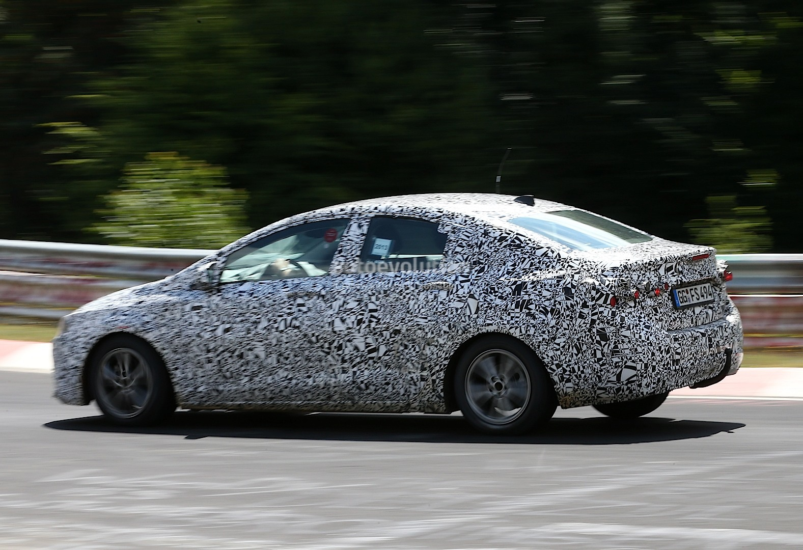 Spyshots 2016 Chevrolet Cruze Interior Revealed