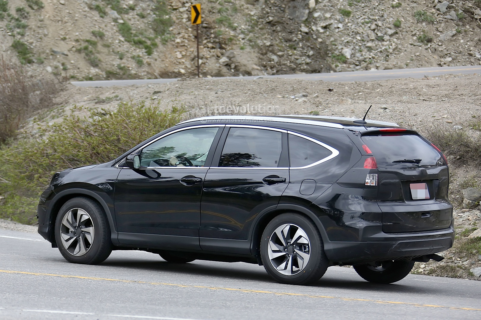 Spyshots 2016 honda cr v facelift testing in the us for Ford edge vs honda crv