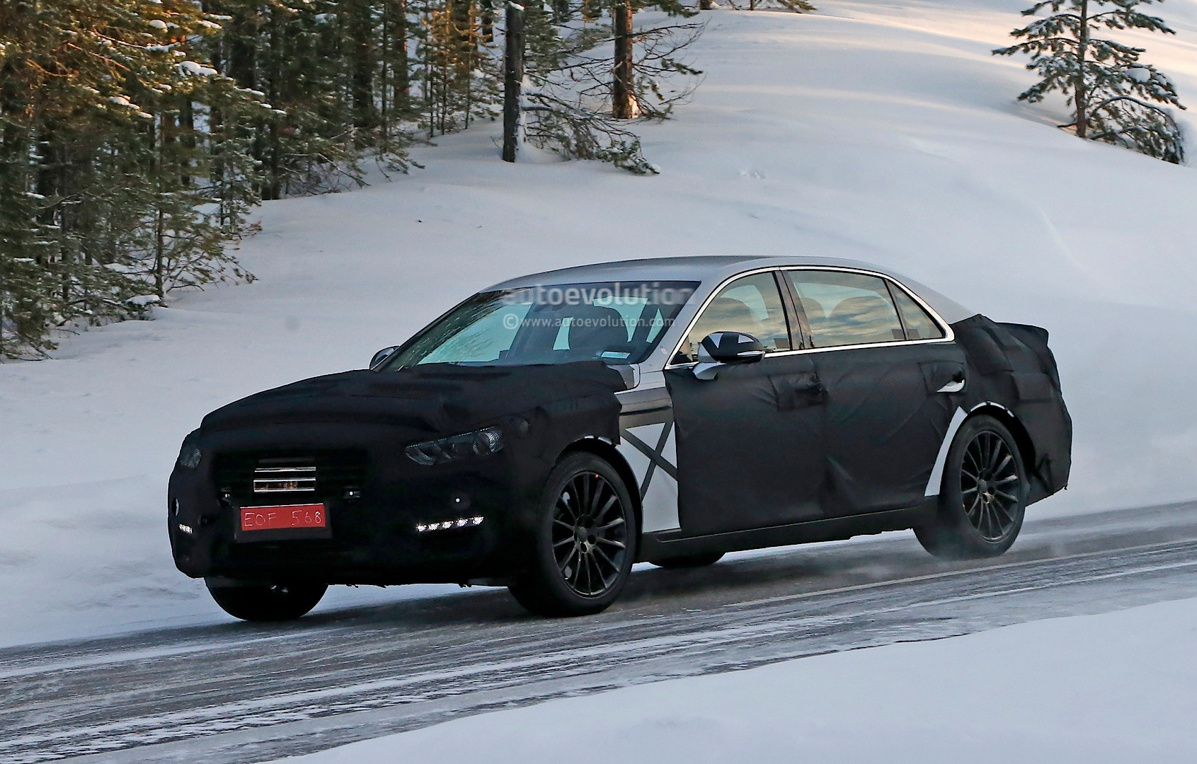 How To Pronounce Audi >> Spyshots: 2016 Hyundai Equus Spied with S-Class Inspired Taillights - autoevolution