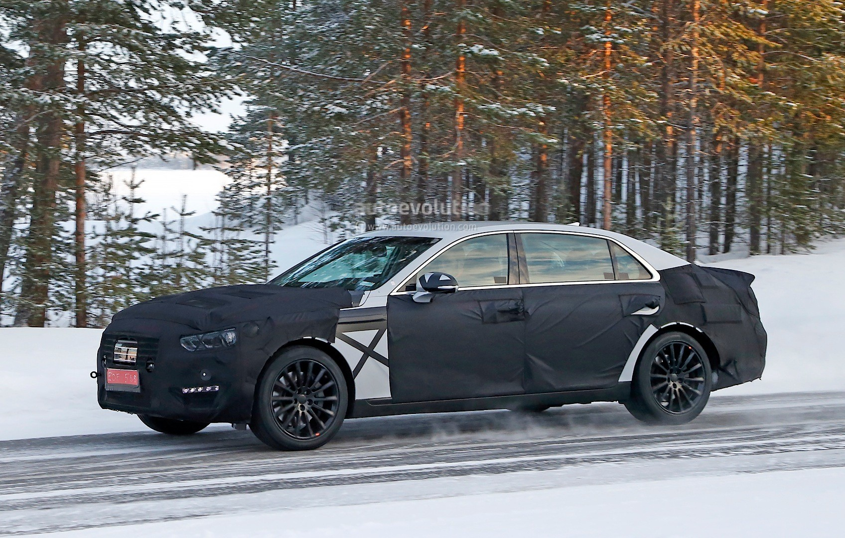 spyshots 2016 hyundai equus spied with s class inspired taillights autoevolution. Black Bedroom Furniture Sets. Home Design Ideas
