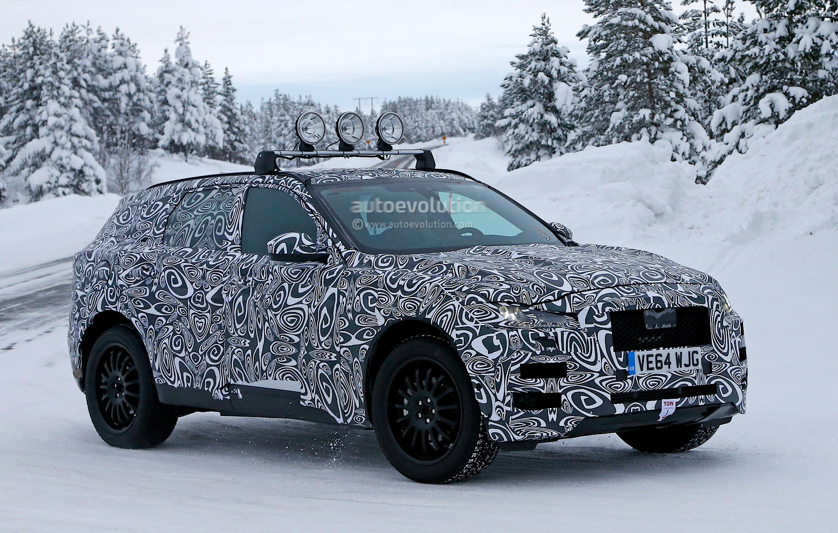 spyshots 2016 jaguar f pace inches closer to production. Black Bedroom Furniture Sets. Home Design Ideas