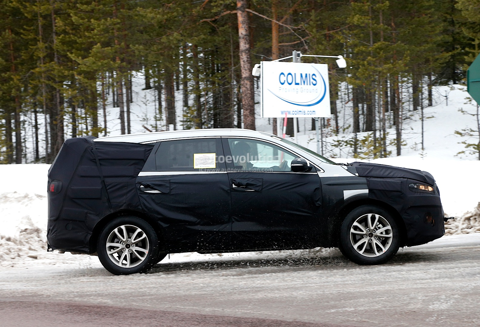 spyshots 2016 kia sorento suv testing in scandinavia. Black Bedroom Furniture Sets. Home Design Ideas