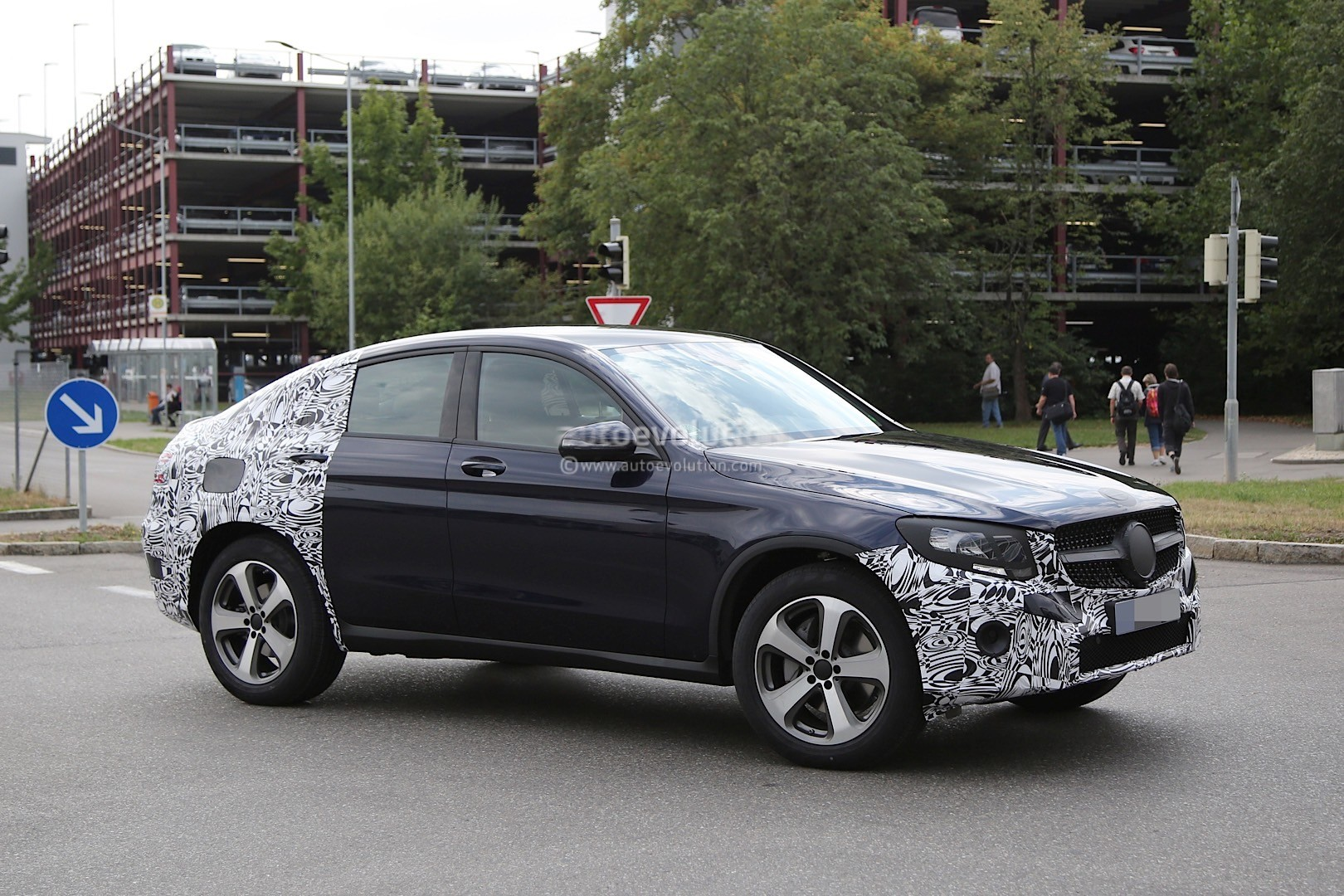 spyshots 2016 mercedes benz glc coupe spotted while. Black Bedroom Furniture Sets. Home Design Ideas