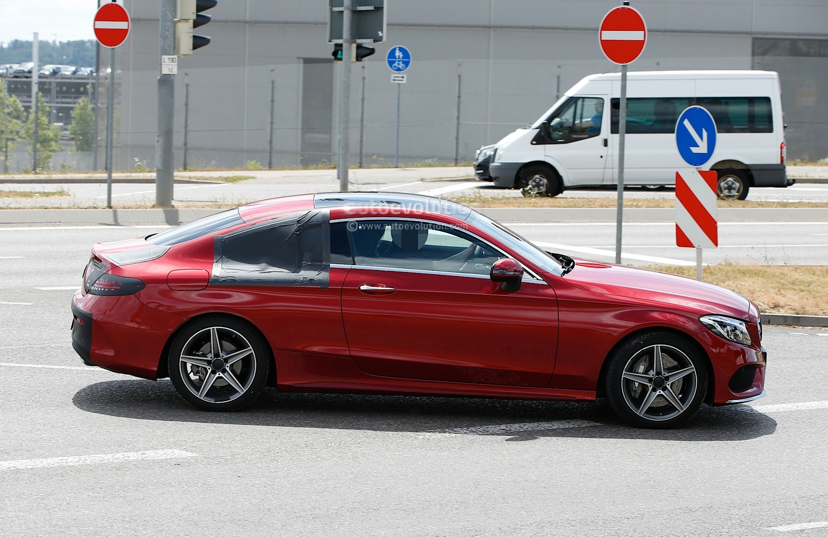 spyshots 2016 mercedes c class coupe almost undisguised in red paint signals debut autoevolution. Black Bedroom Furniture Sets. Home Design Ideas