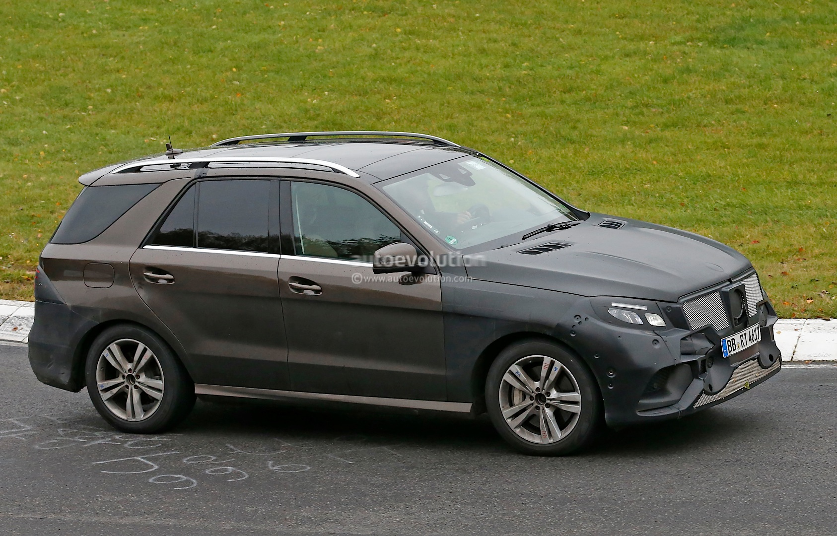 spyshots 2016 mercedes ml gle plug in hybrid first photos autoevolution. Black Bedroom Furniture Sets. Home Design Ideas