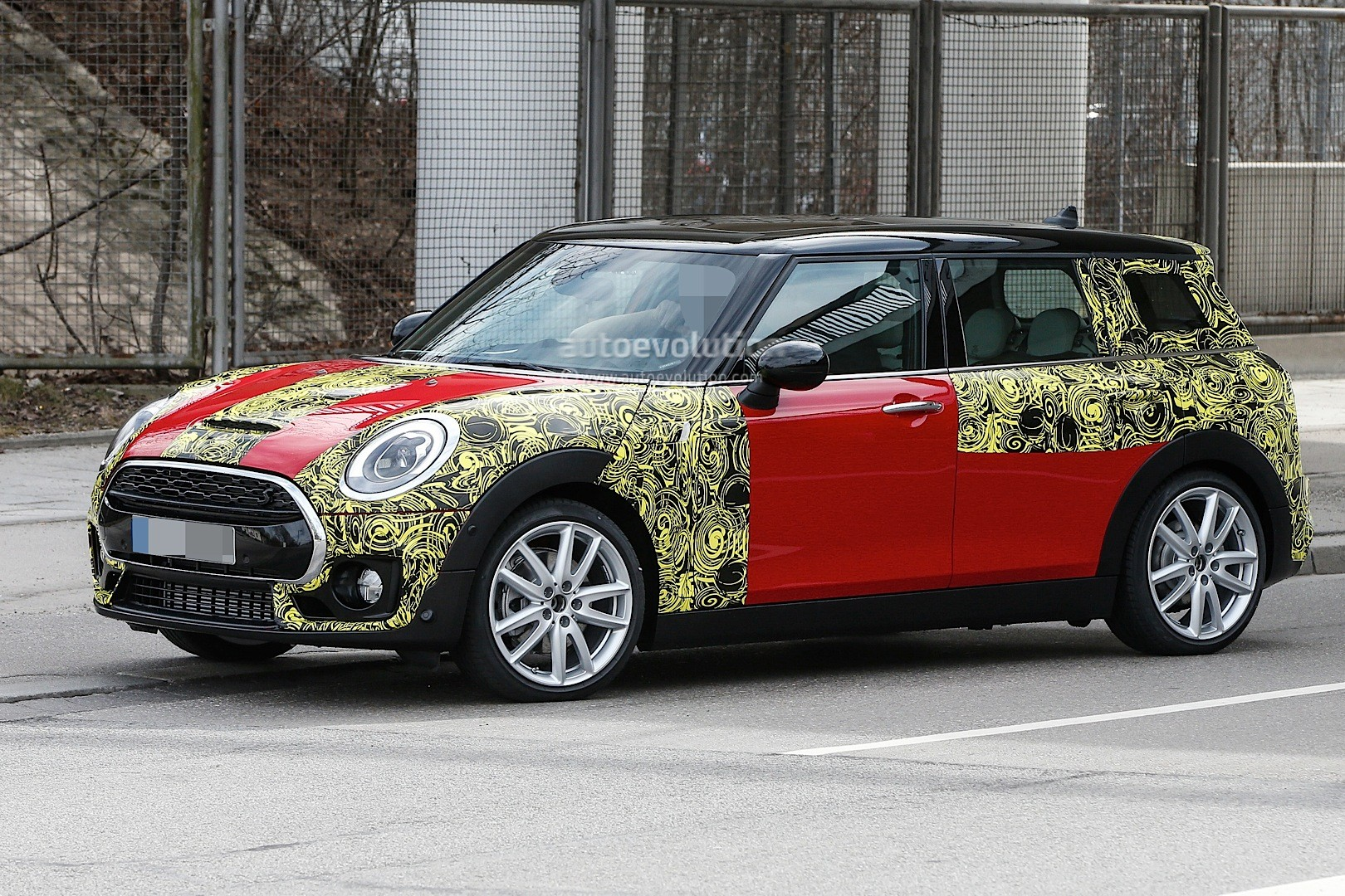 2015 - [Mini] Mini IV Clubman [F54] - Page 13 Spyshots-2016-mini-clubman-spied-in-jcw-look-and-cooper-s-guises_10