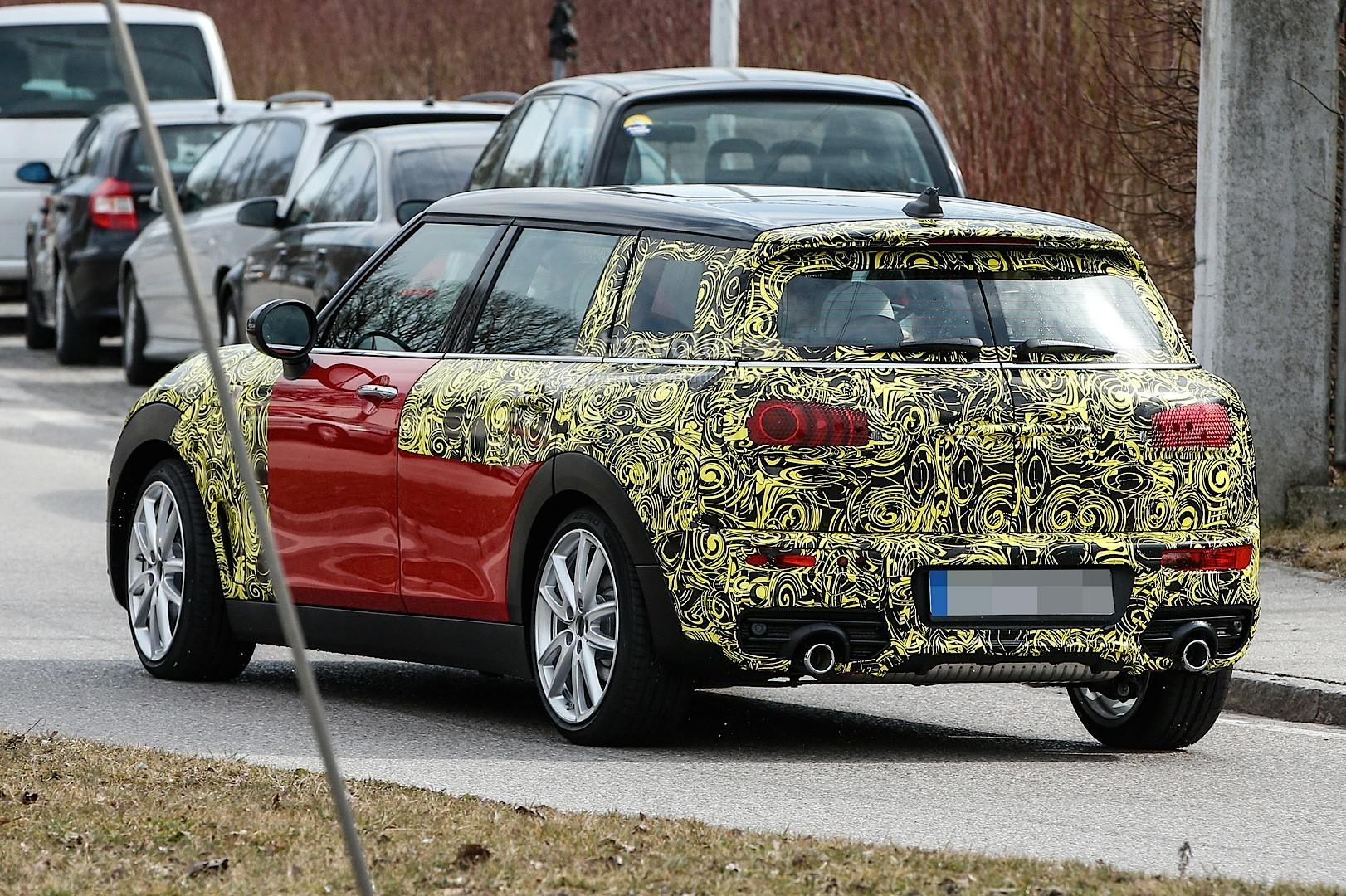 spyshots 2016 mini clubman spied in jcw look and cooper s guises autoevolution. Black Bedroom Furniture Sets. Home Design Ideas
