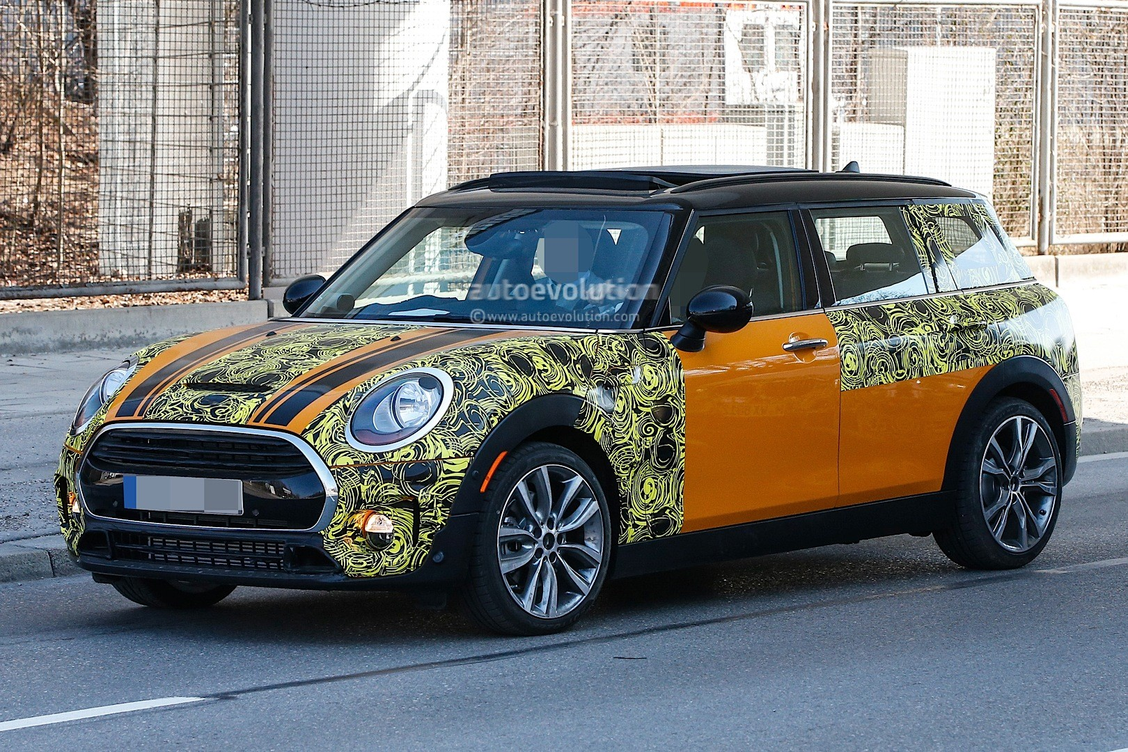 2015 - [Mini] Mini IV Clubman [F54] - Page 13 Spyshots-2016-mini-clubman-spied-in-jcw-look-and-cooper-s-guises_3