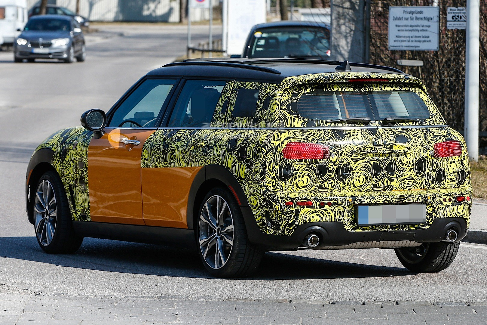 2015 - [Mini] Mini IV Clubman [F54] - Page 13 Spyshots-2016-mini-clubman-spied-in-jcw-look-and-cooper-s-guises_7