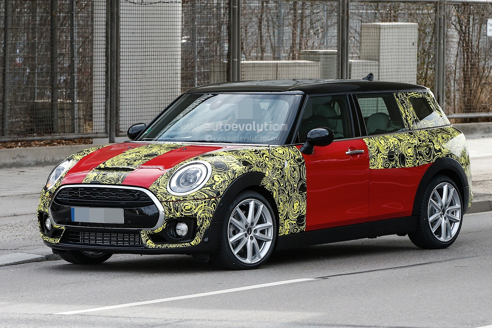spyshots 2016 mini clubman spied in jcw look and cooper s. Black Bedroom Furniture Sets. Home Design Ideas