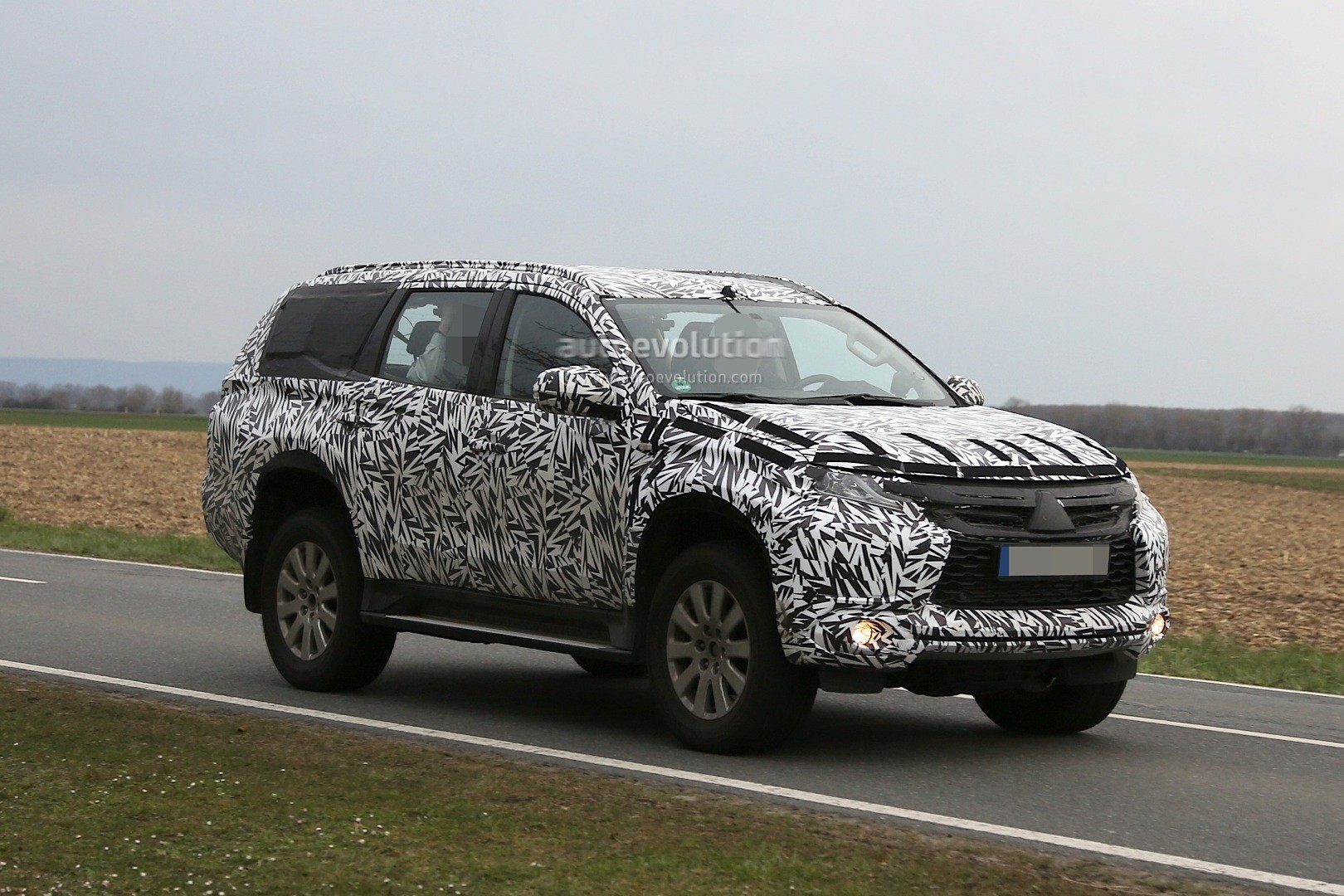 spyshots 2016 mitsubishi pajero sport montero sport spied for the first time autoevolution. Black Bedroom Furniture Sets. Home Design Ideas