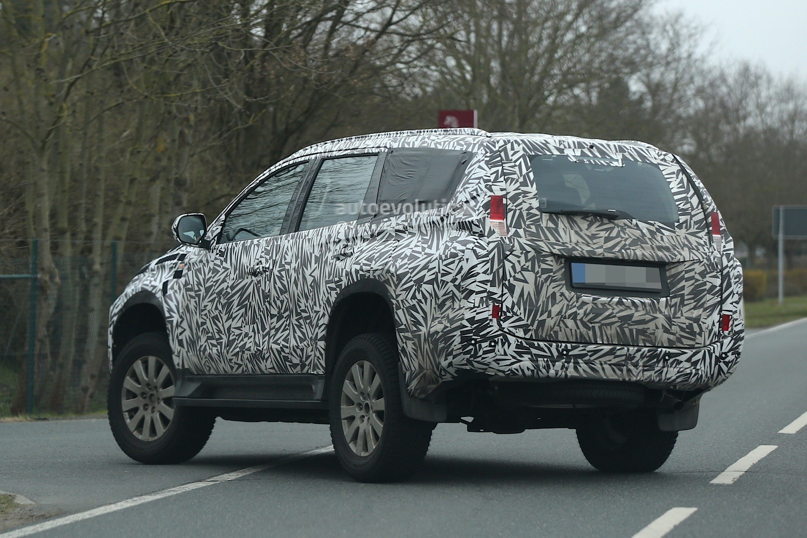 Spyshots Mitsubishi Pajero Sport Montero Sport Spied For The First Time