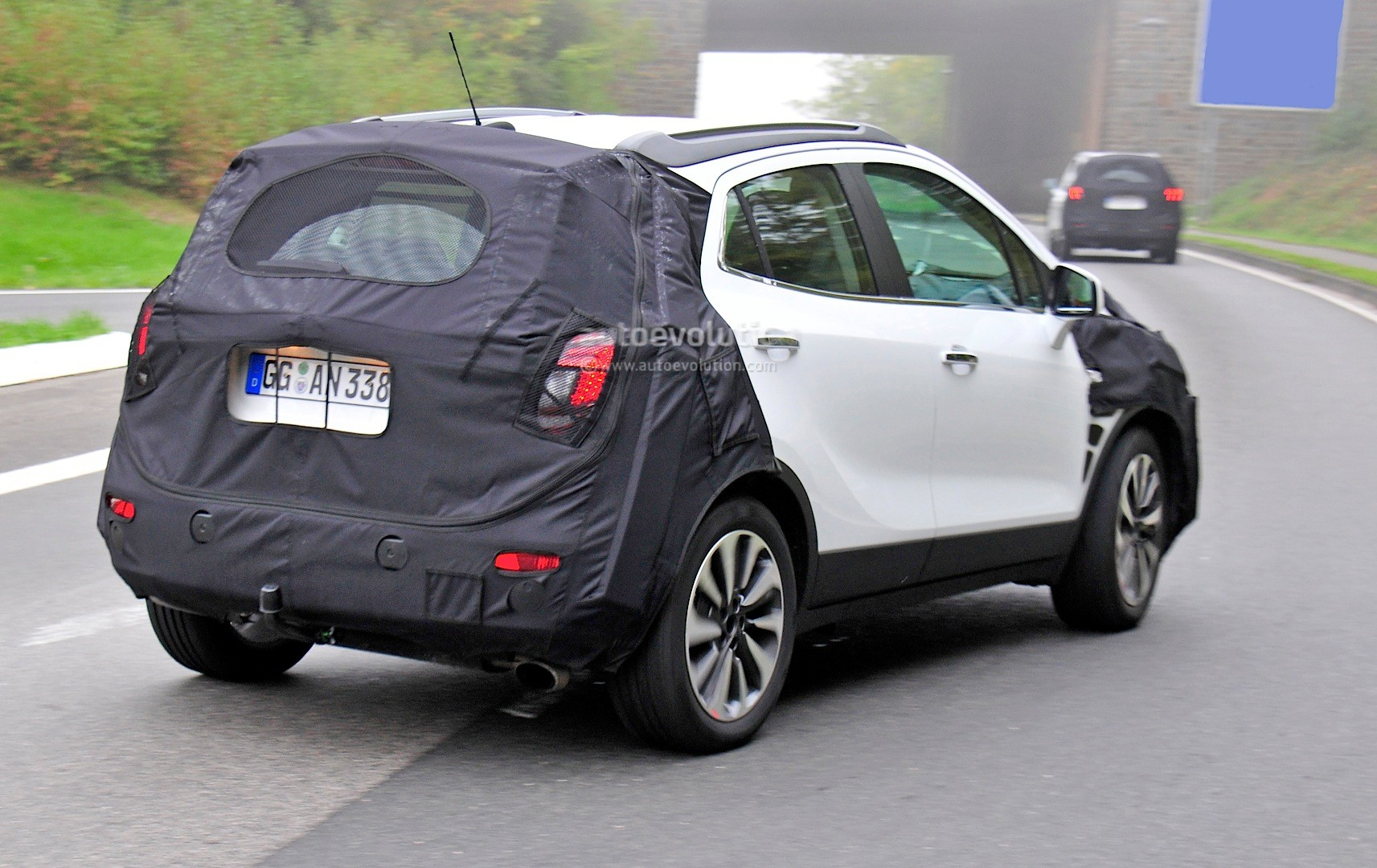 spyshots 2016 opel mokka facelift getting led headlights. Black Bedroom Furniture Sets. Home Design Ideas