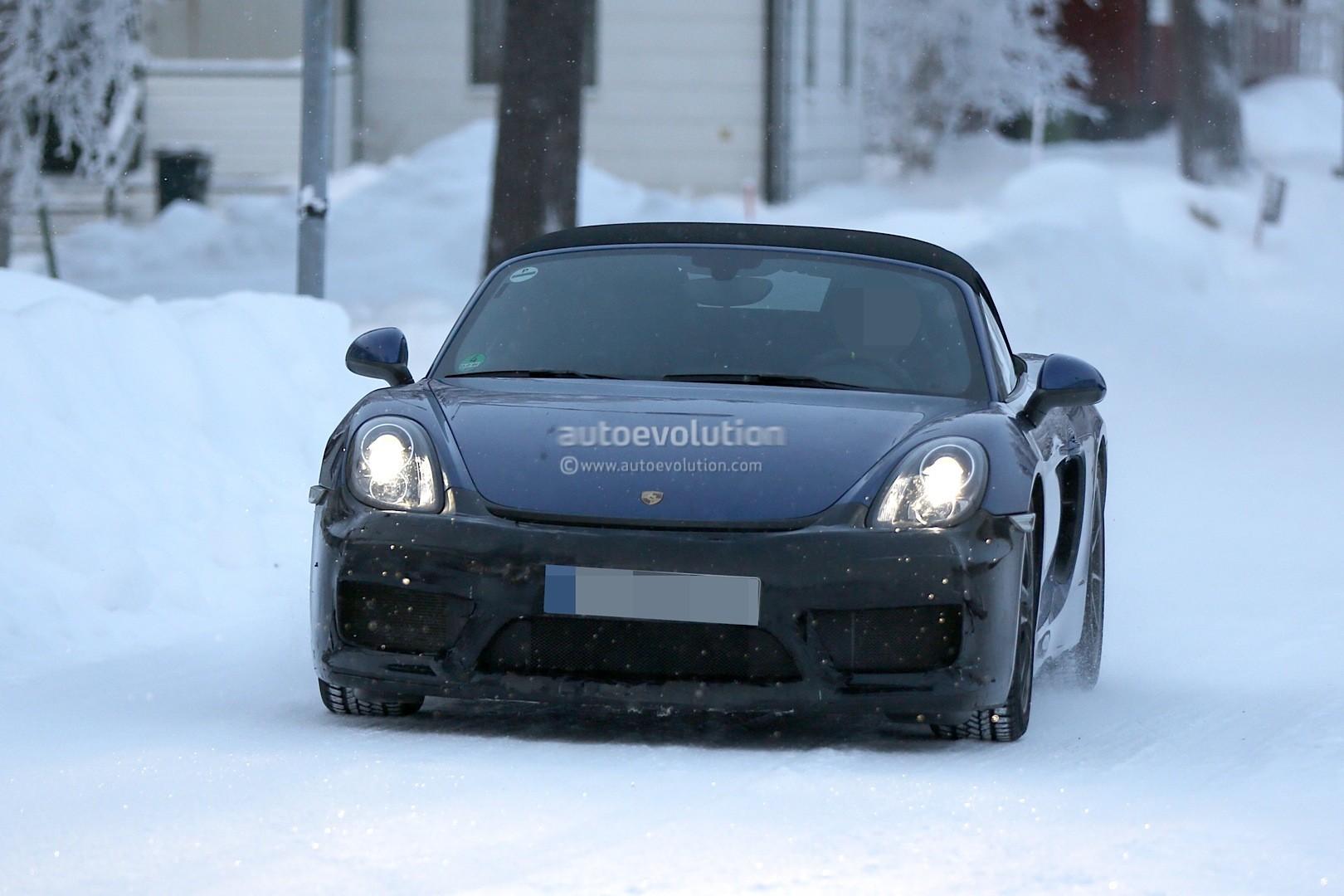2016 - [Porsche] 718 Boxster & 718 Cayman [982] - Page 2 Spyshots-2016-porsche-boxster-rs-spyder-shows-ducktail-spoiler-aggressive-bumper_1