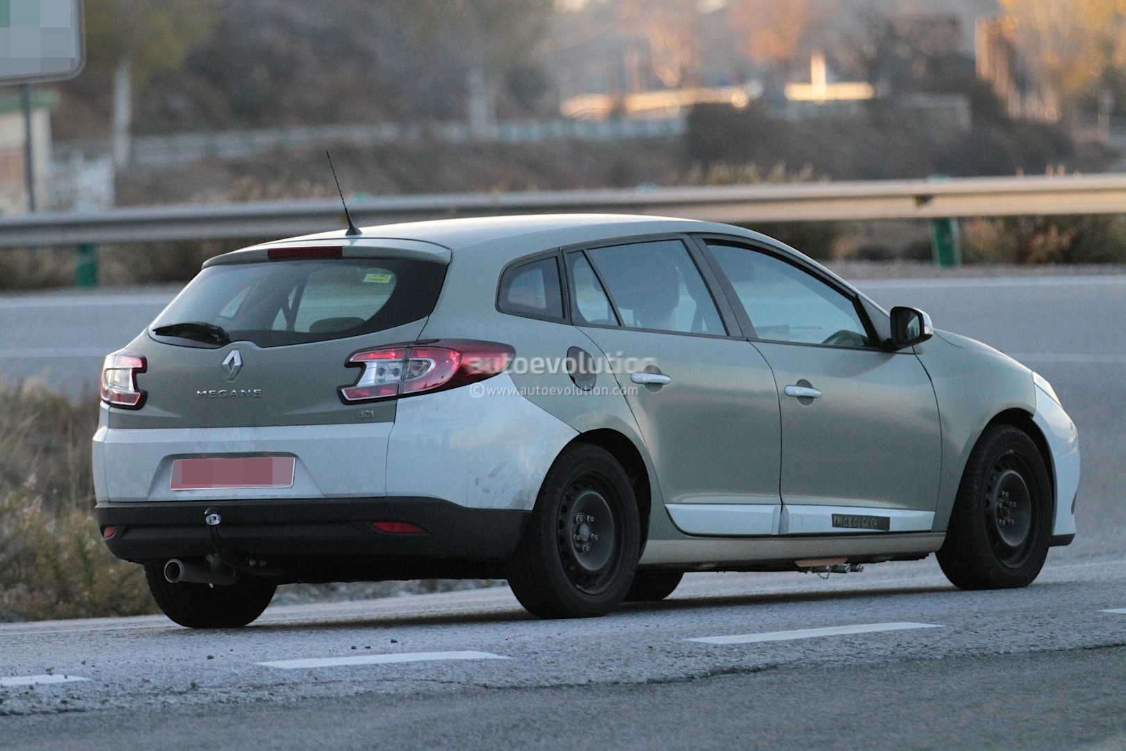 spyshots 2016 renault megane grandtour sports tourer. Black Bedroom Furniture Sets. Home Design Ideas