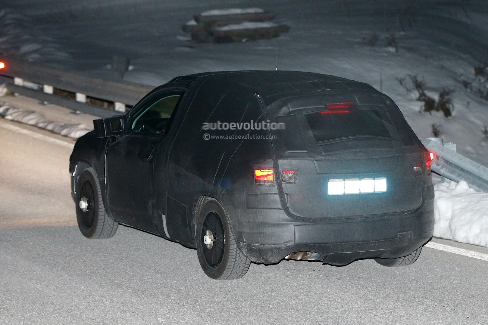 spyshots 2016 seat suv production prototype spotted after 20v20 concept debut autoevolution. Black Bedroom Furniture Sets. Home Design Ideas