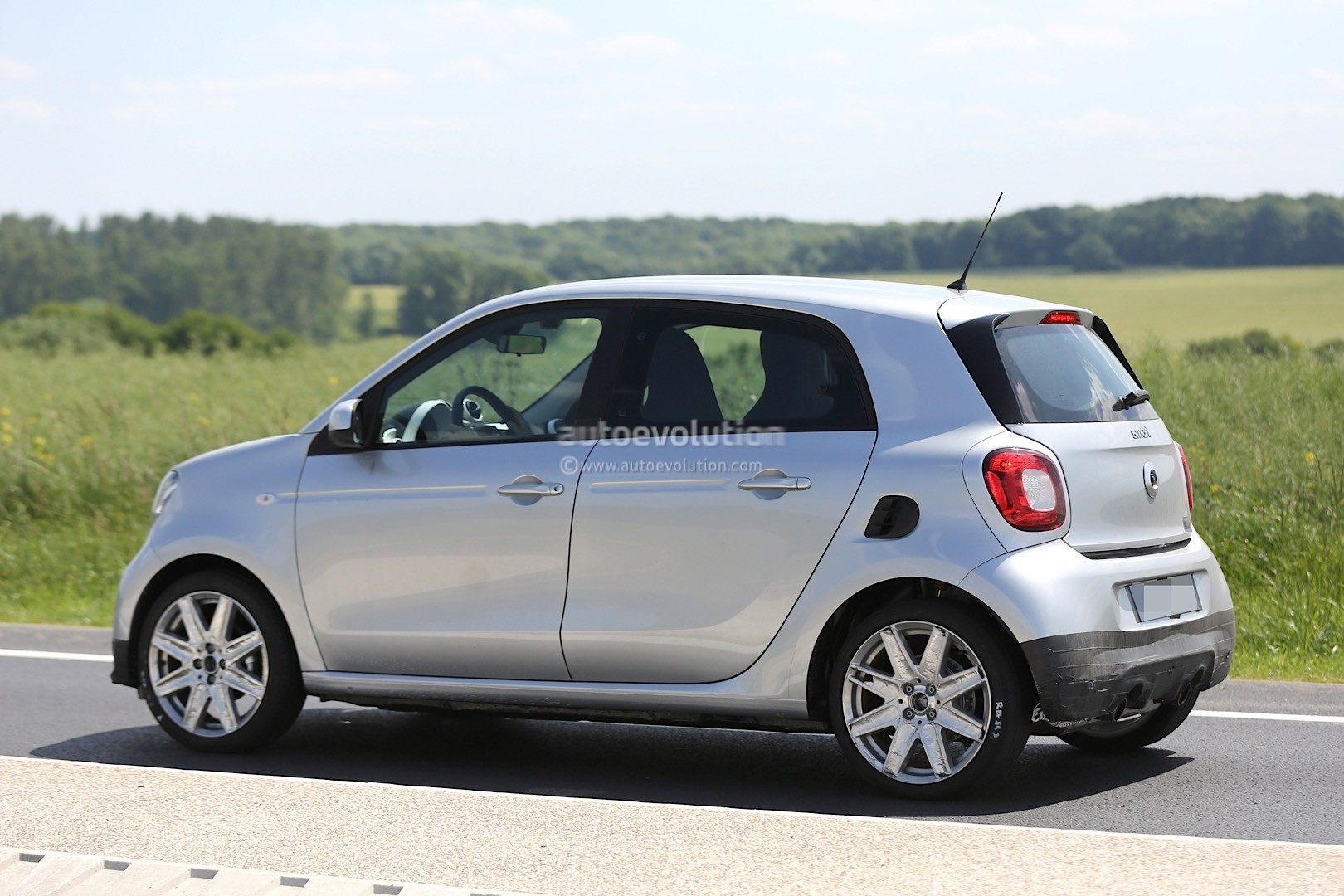 Bien-aimé Spyshots: 2016 Smart Forfour Brabus Looks Ready to Rumble  QC12