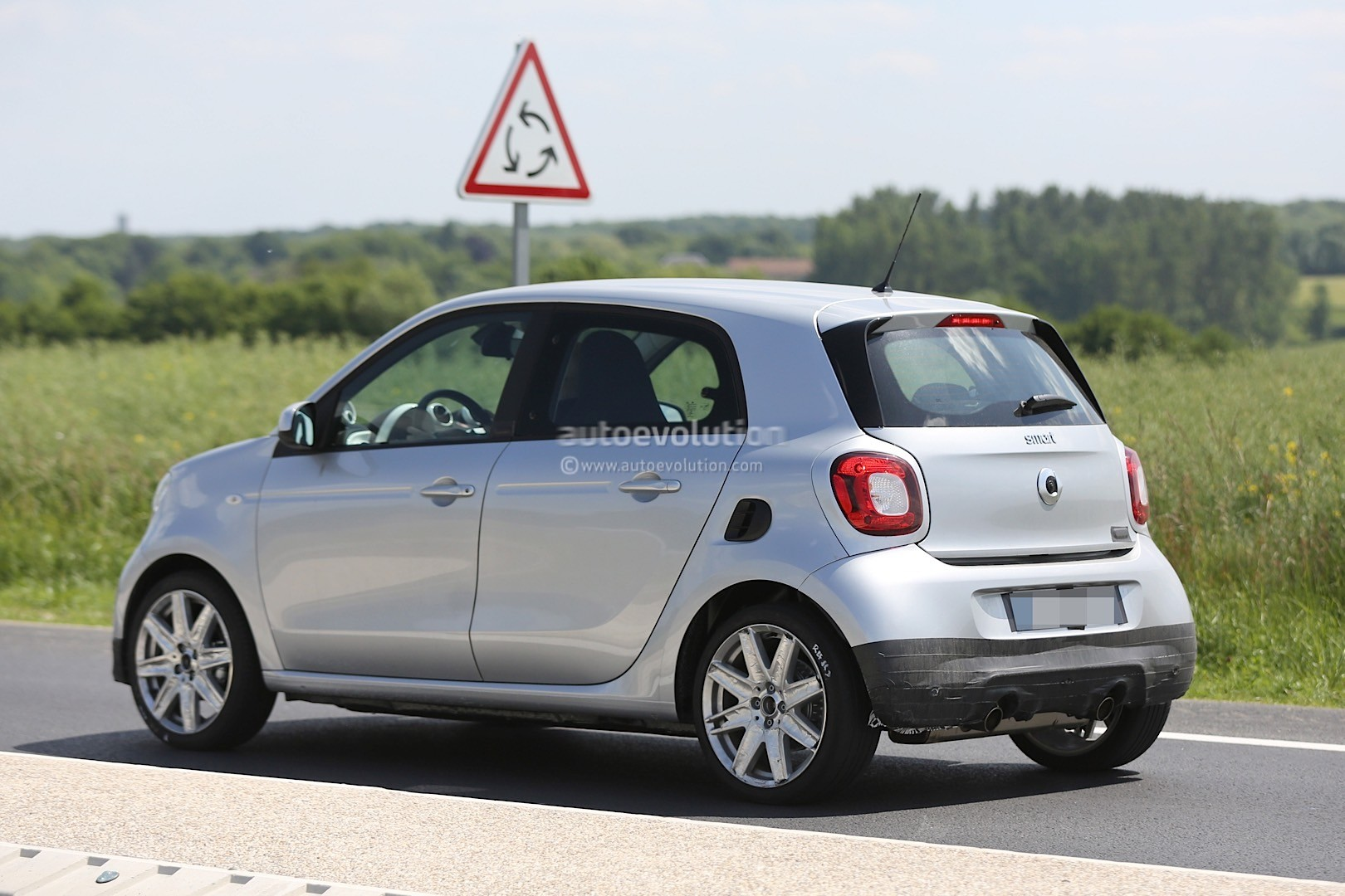 Spyshots: 2016 Smart Forfour Brabus Looks Ready to Rumble ...