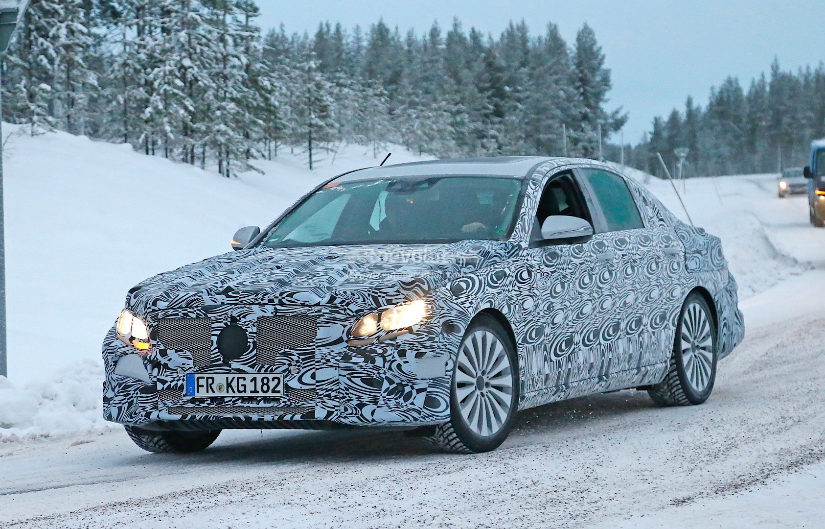 spyshots-2016-w213-mercedes-e-class-plug-in-hybrid-first-photos_3