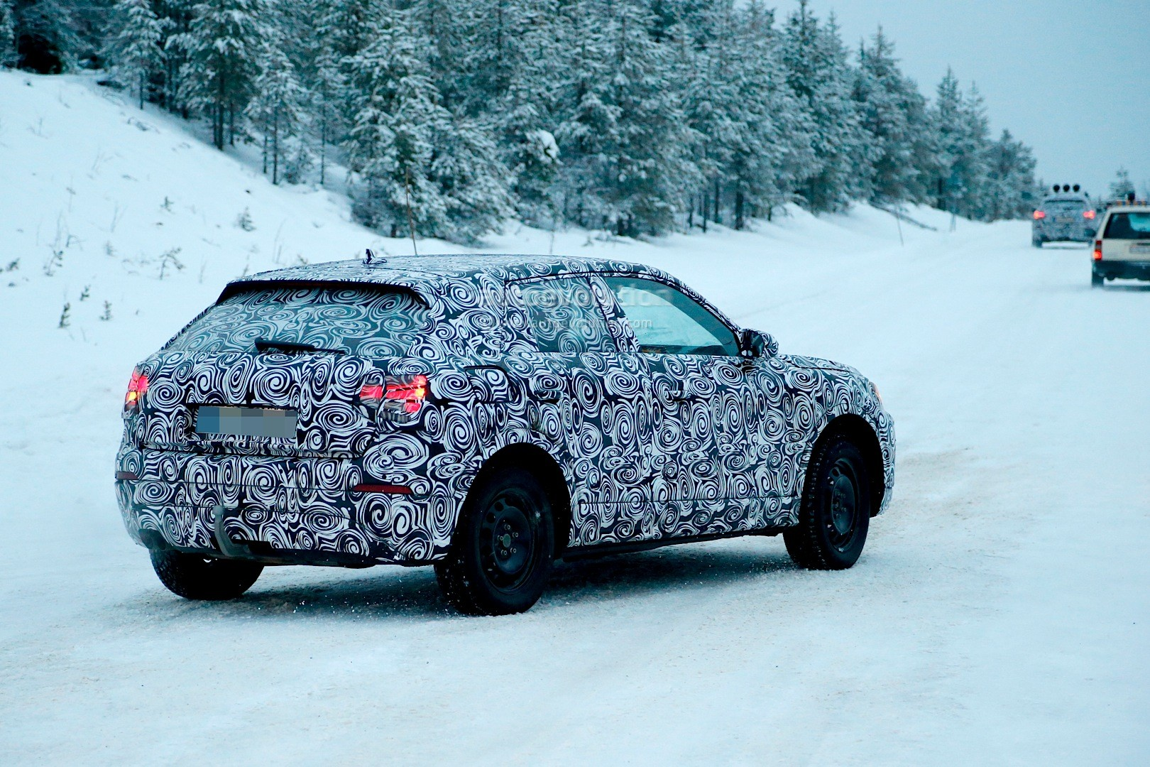 spyshots-2017-audi-q2-begins-winter-testing-with-fwd-and-awd_1
