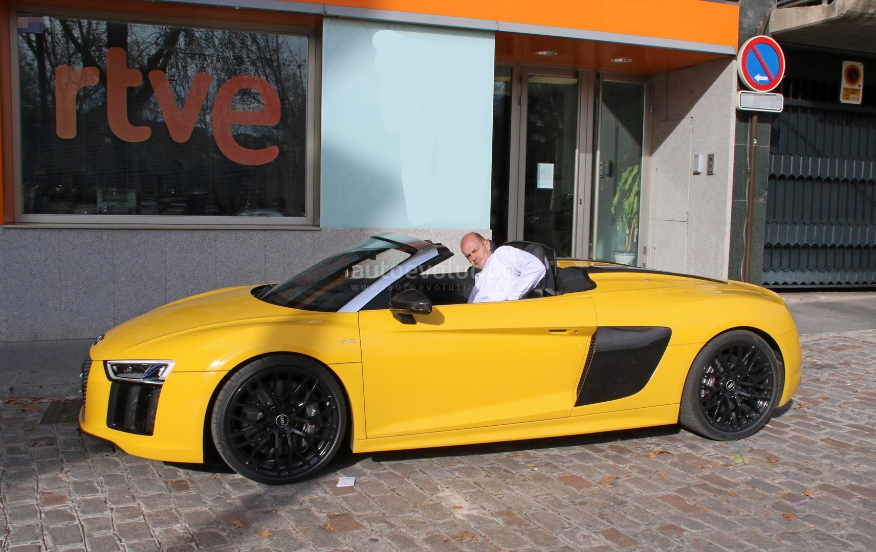 R8 v10 spyder caught whoops someone left it out in the open