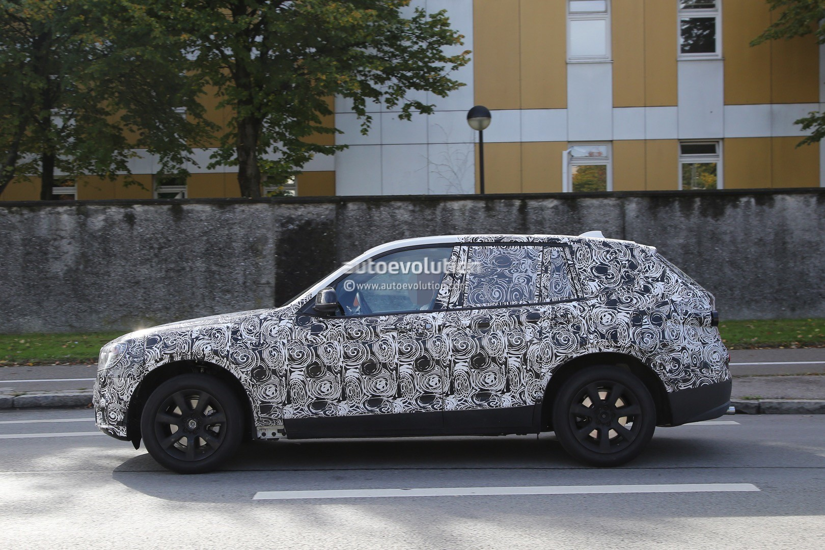 spyshots-2​017-bmw-x3​-rolls-int​o-view-on-​public-roa​ds-for-the​-first-tim​e_5