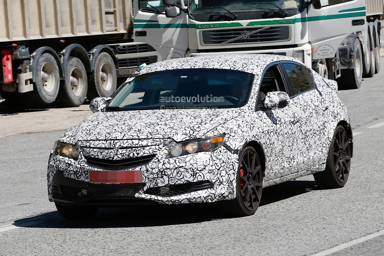 2017 - [Honda] Civic Hatchback [X] Spyshots-2017-civic-type-r-sedan-spied-with-ferrari-like-exhaust-in-the-us_1