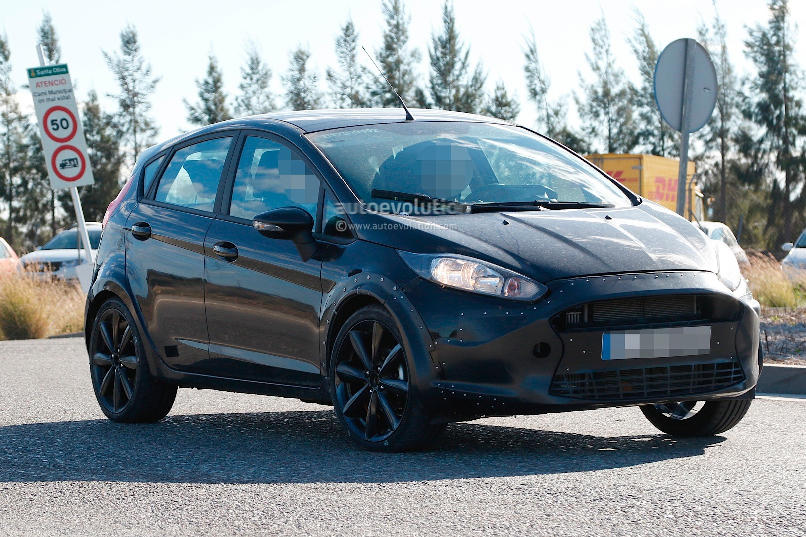 spyshots 2017 ford fiesta test mule previews much larger. Black Bedroom Furniture Sets. Home Design Ideas