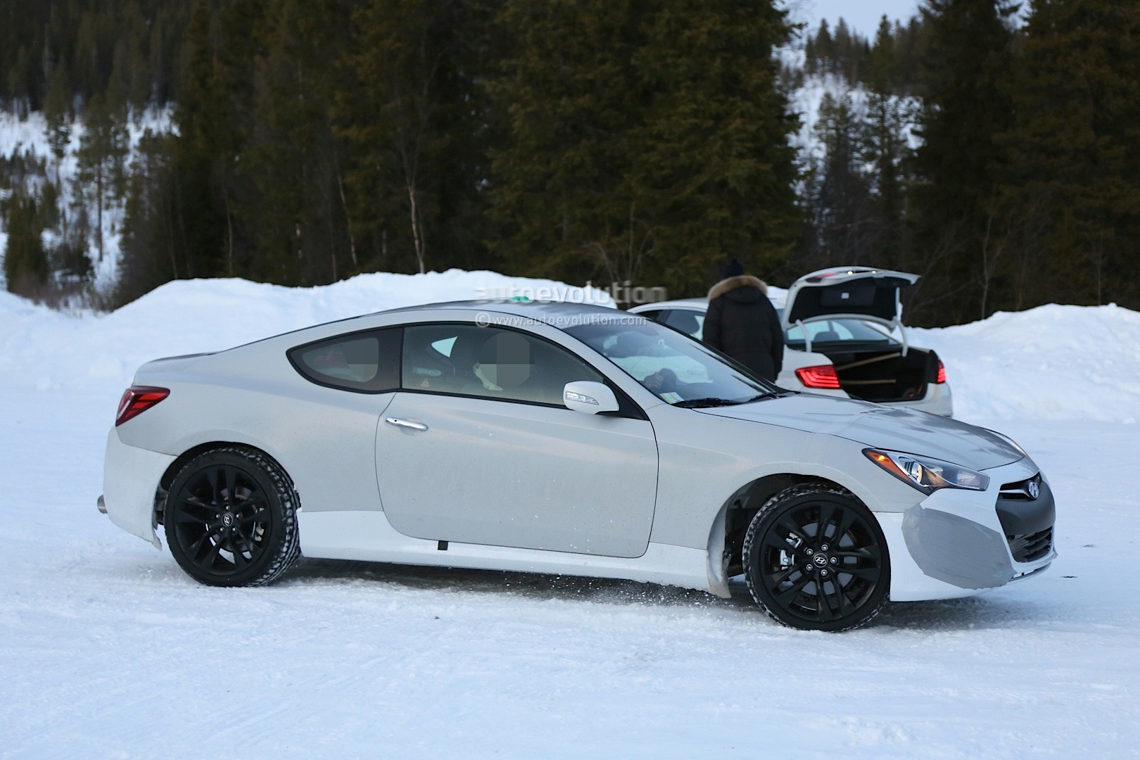 spyshots-2017-hyundai-genesis-coupe-mule-starts-winter-testing-is-expected-to-get-v8_3.jpg