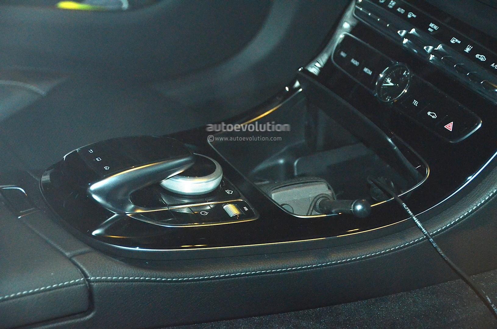 Spyshots 2017 mercedes benz e class interior fully for Mercedes benz e class interior